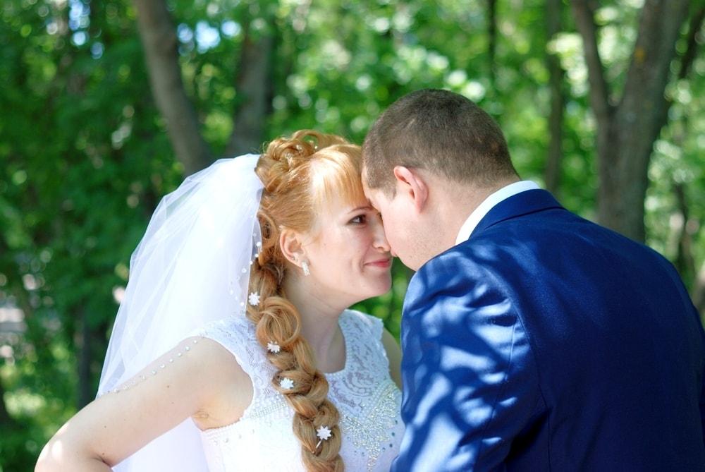 Невеста смотрит в глаза жениху - Женя Лайт - Фотограф Киев