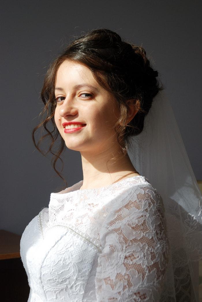 Невеста позирует возле окна - Женя Лайт - Фотограф Киев