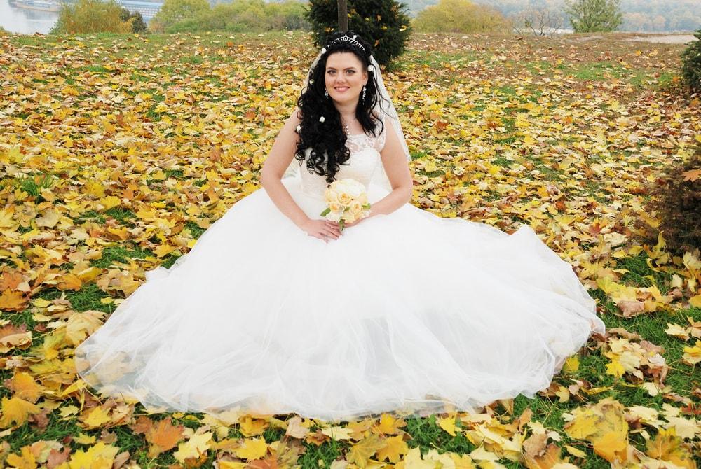 Фото невесты в желтых листьях - Женя Лайт - Фотограф Киев