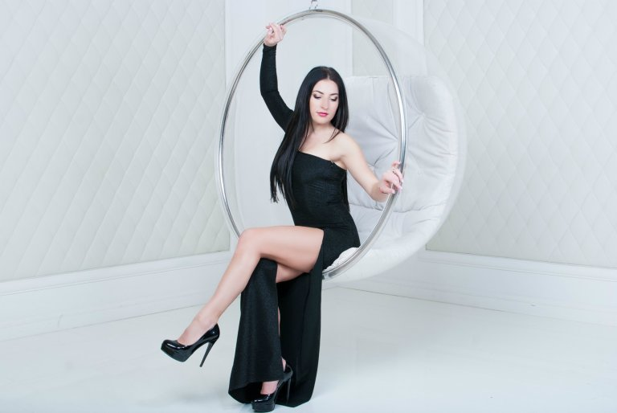 Фотография страстной девушки в студии - Фотограф Женя Лайт