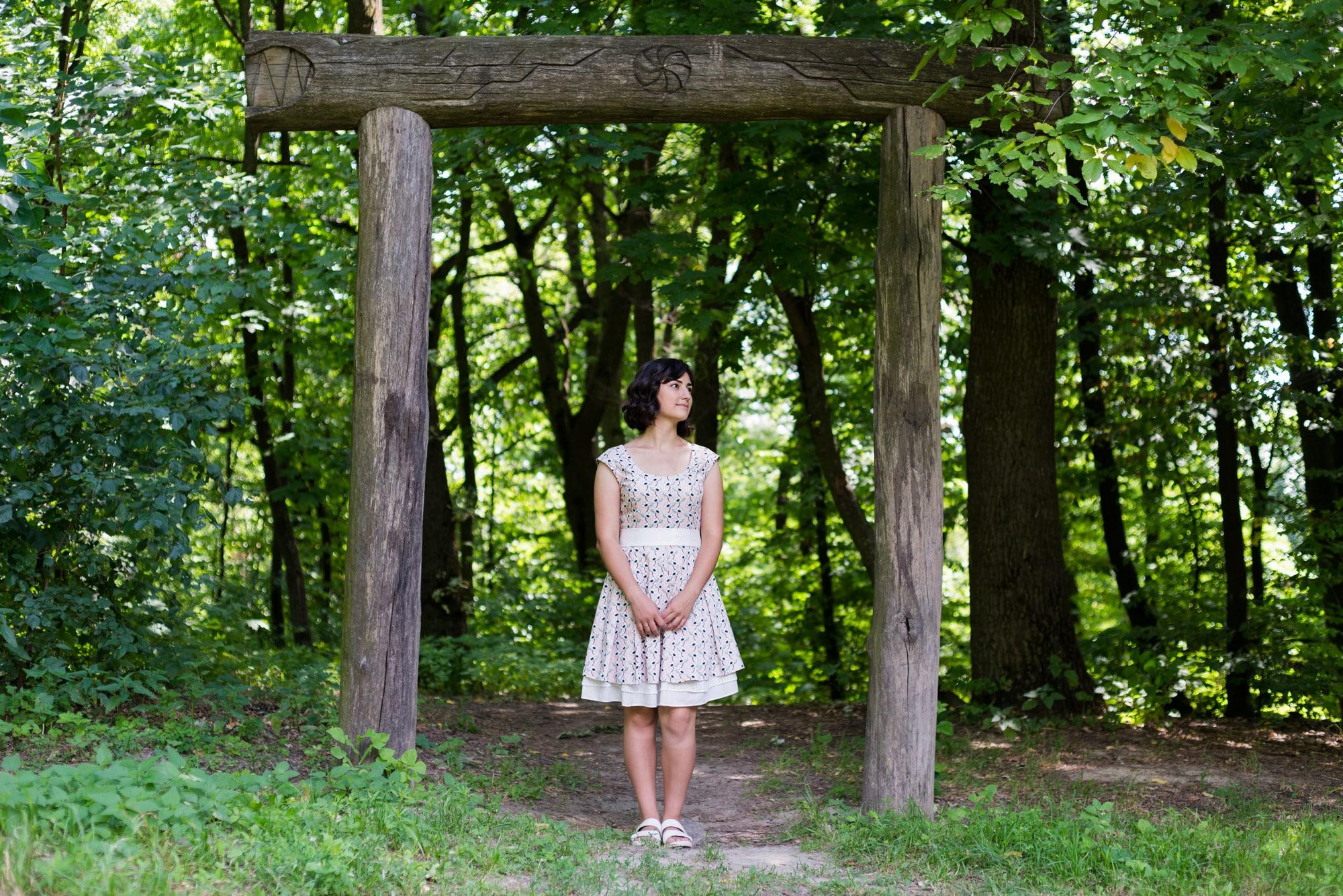 Фотосессия Love Story возле деревяных столбов - Фотограф Женя Лайт