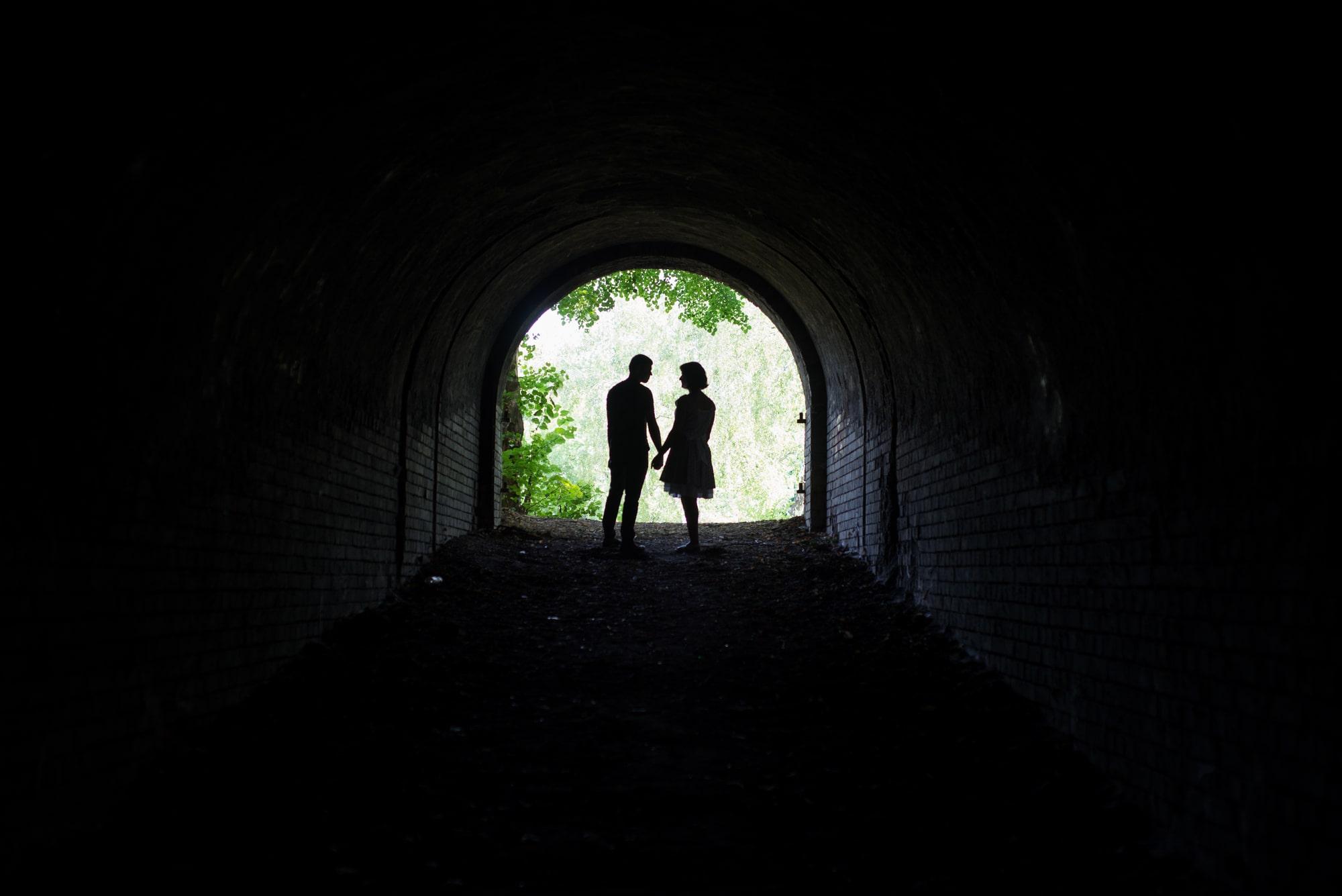 Фотосессия Love Story в Киеве в туннеле- Фотограф Женя Лайт