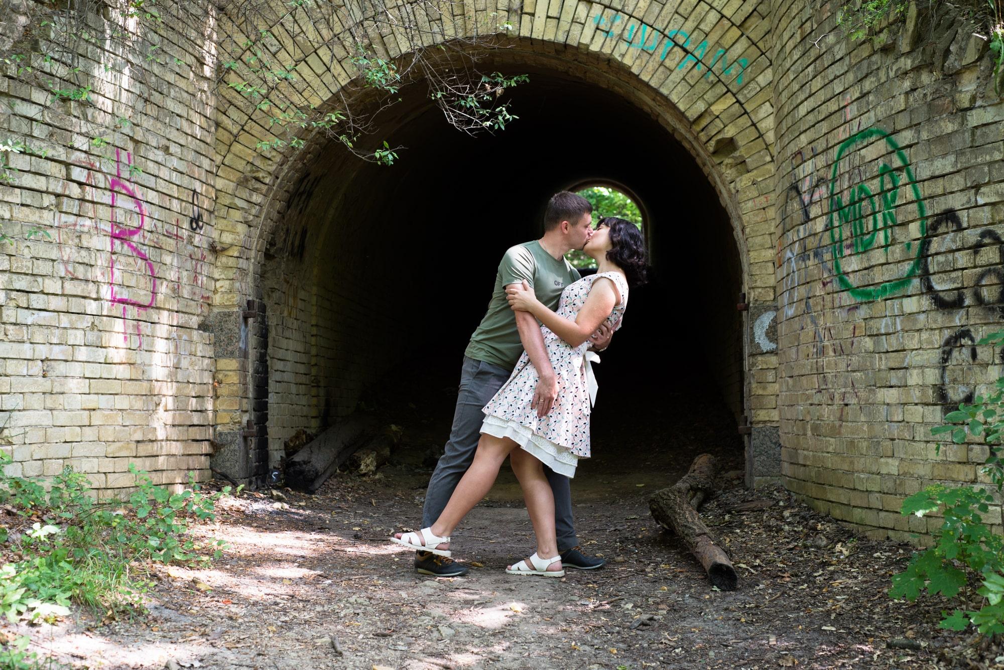 Фотосессия Love Story в Киеве с поцелуем - Фотограф Женя Лайт
