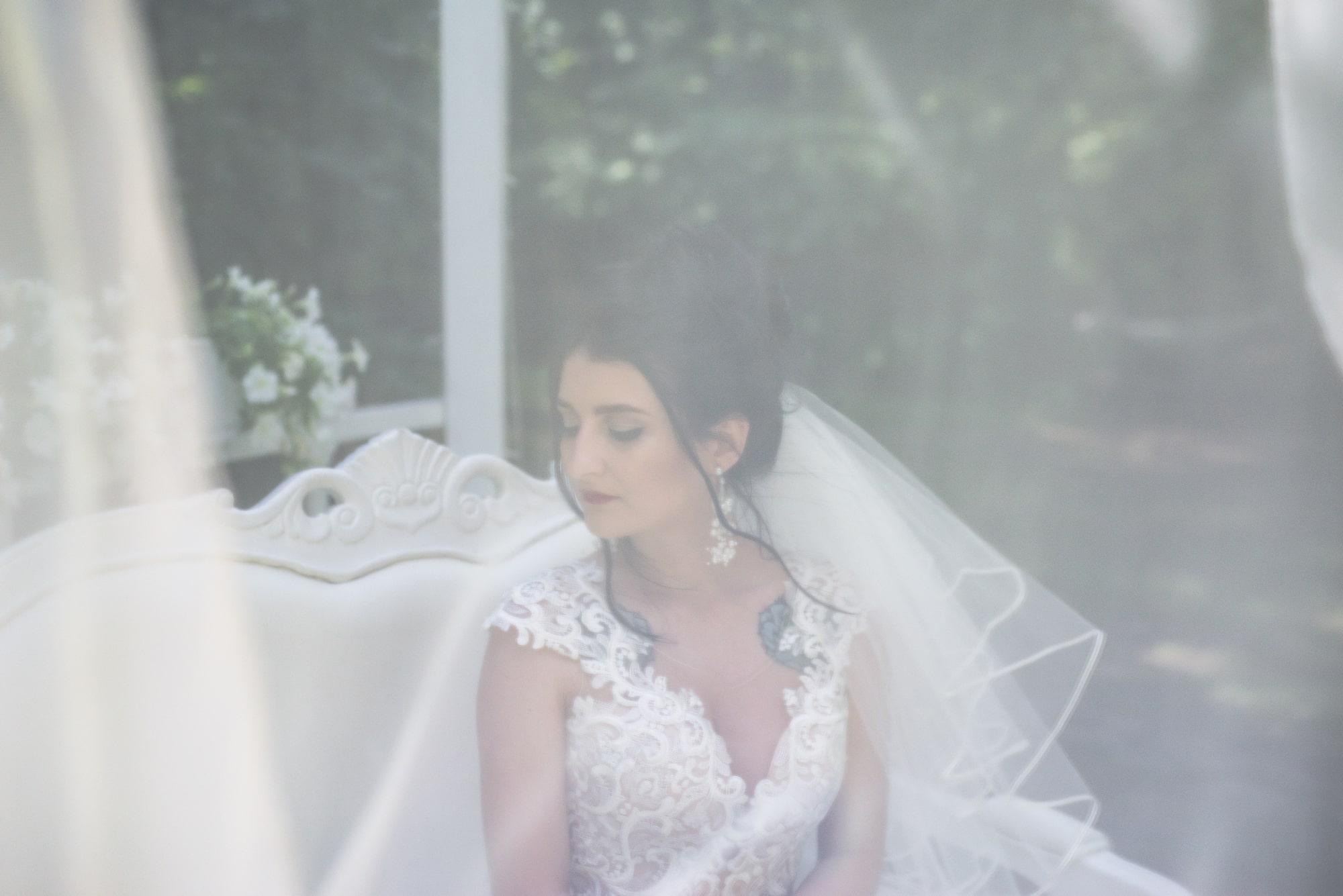 Свадебная фотосъемка в студии Плей - невеста и вуаль