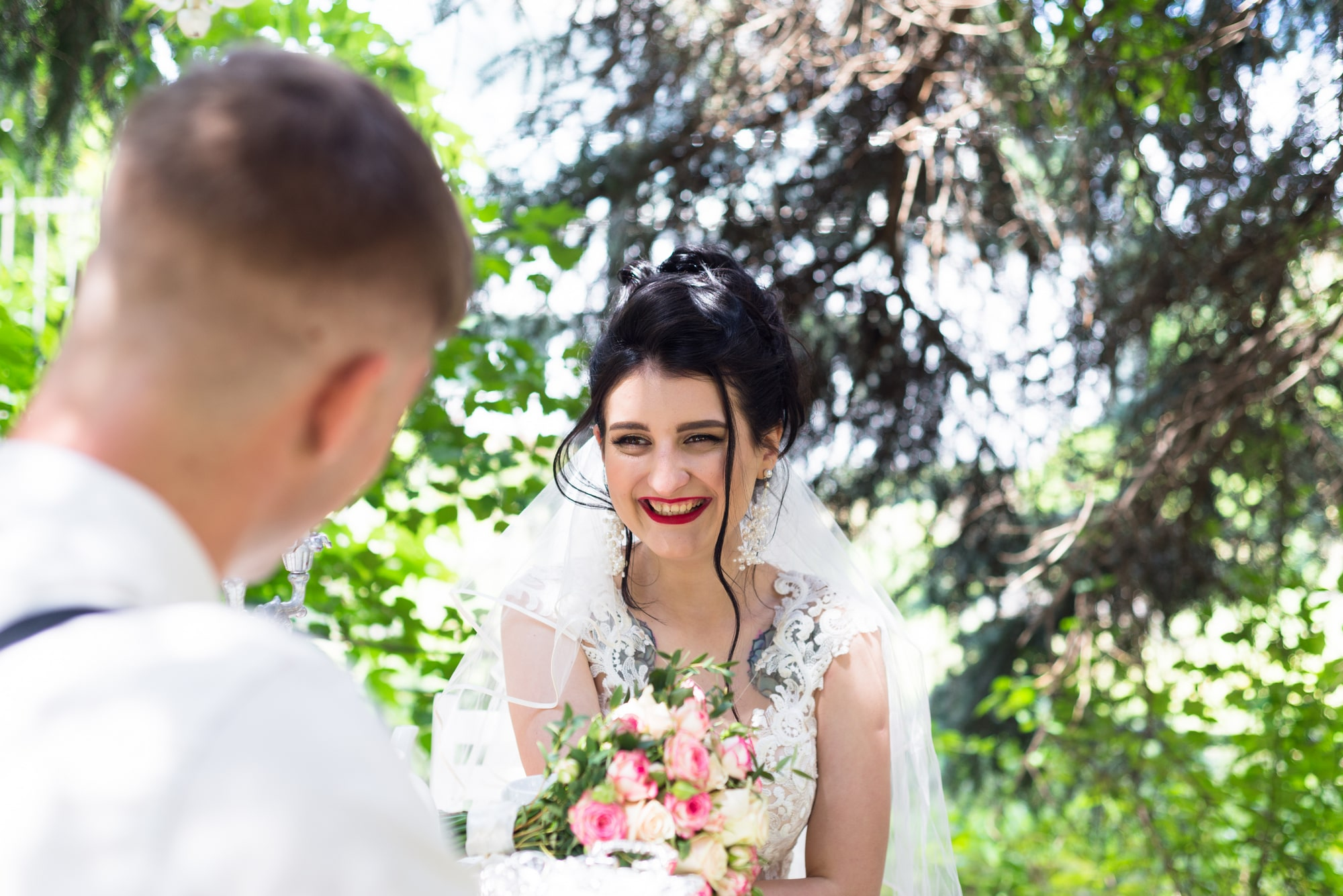 Свадебная фотосъемка в студии Плей - смех и веселье невесты