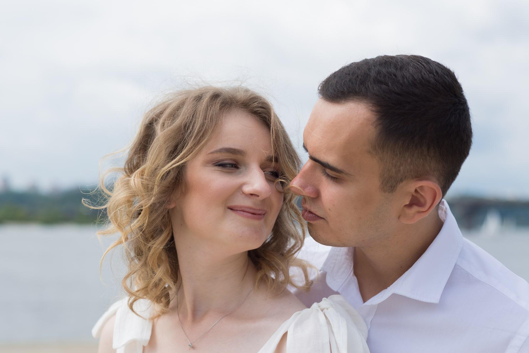 Фотосессия свадебная возле Днепра - в обьятиях любимого
