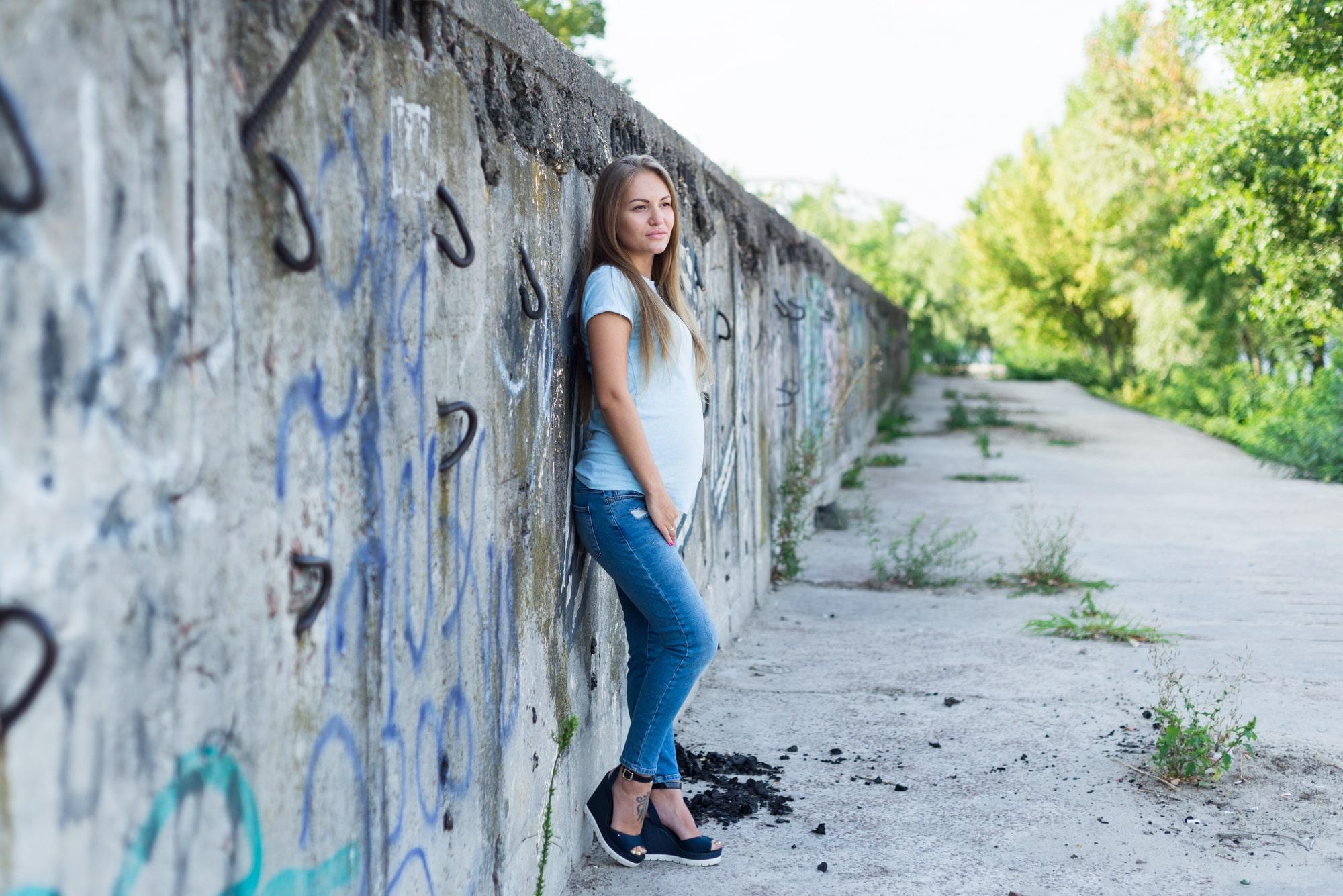 Фотосессия для беременных в Киеве - возле стены