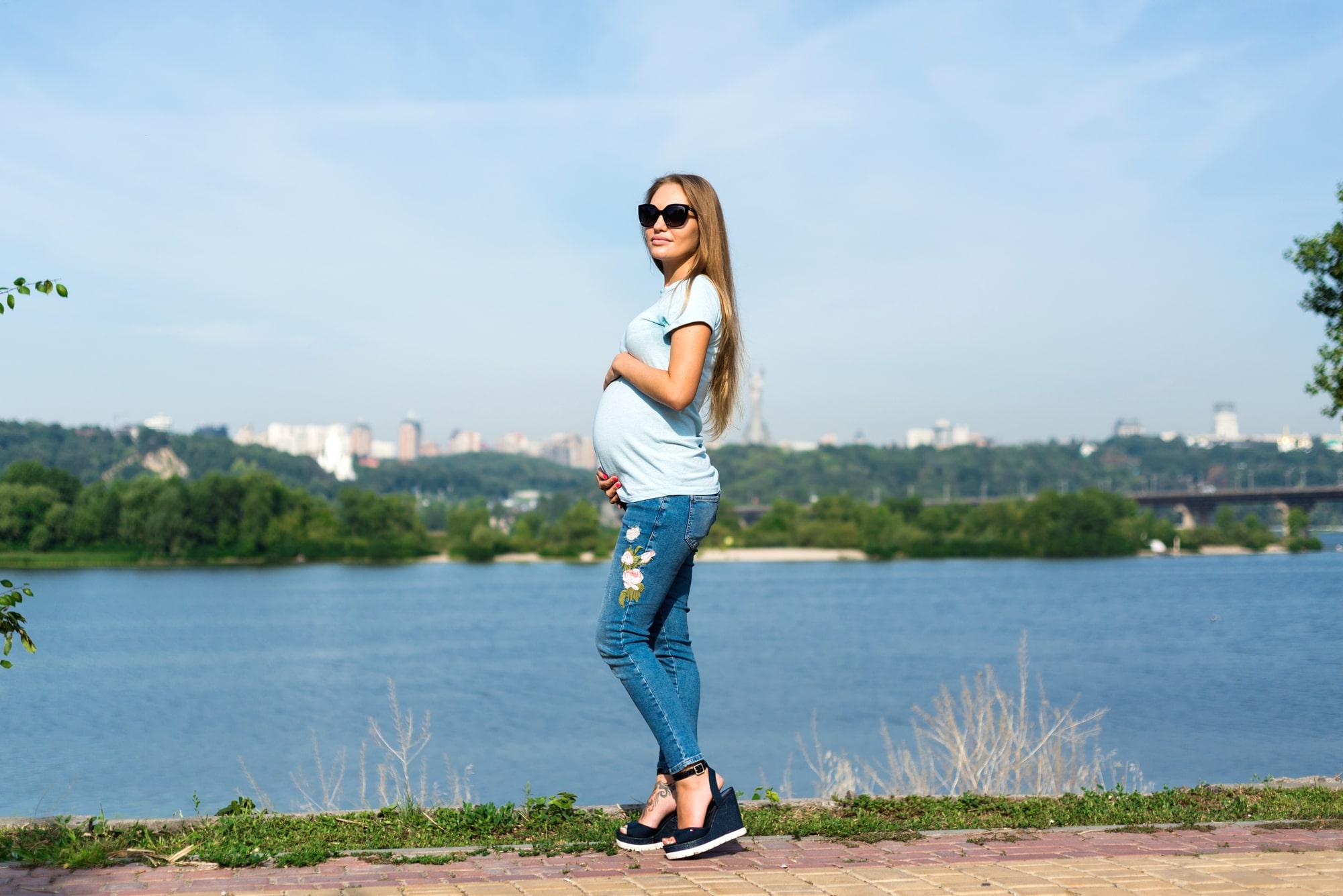 Фотосессия для беременных в Киеве - на берегу реки
