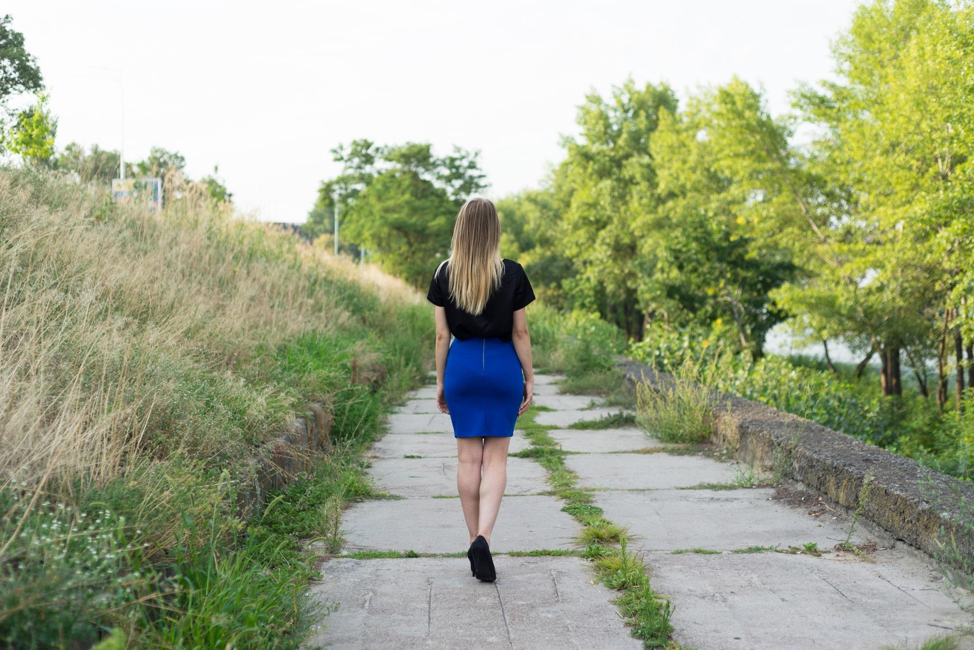 Фотосессия Love Story в Киеве - фото девушки спиной к фотографу