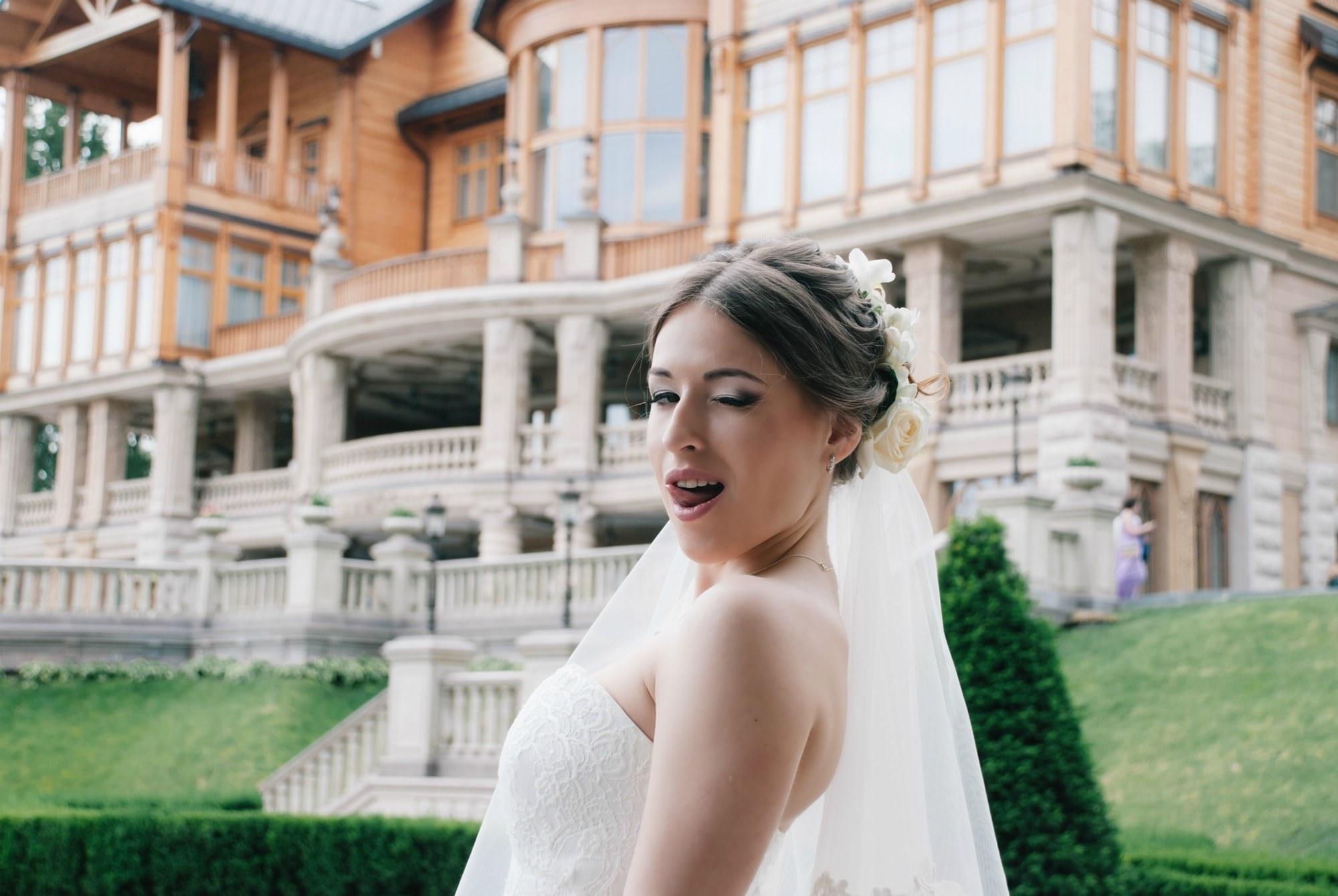 Невеста подмигивает фотографу - Фотограф Киев - Женя Лайт