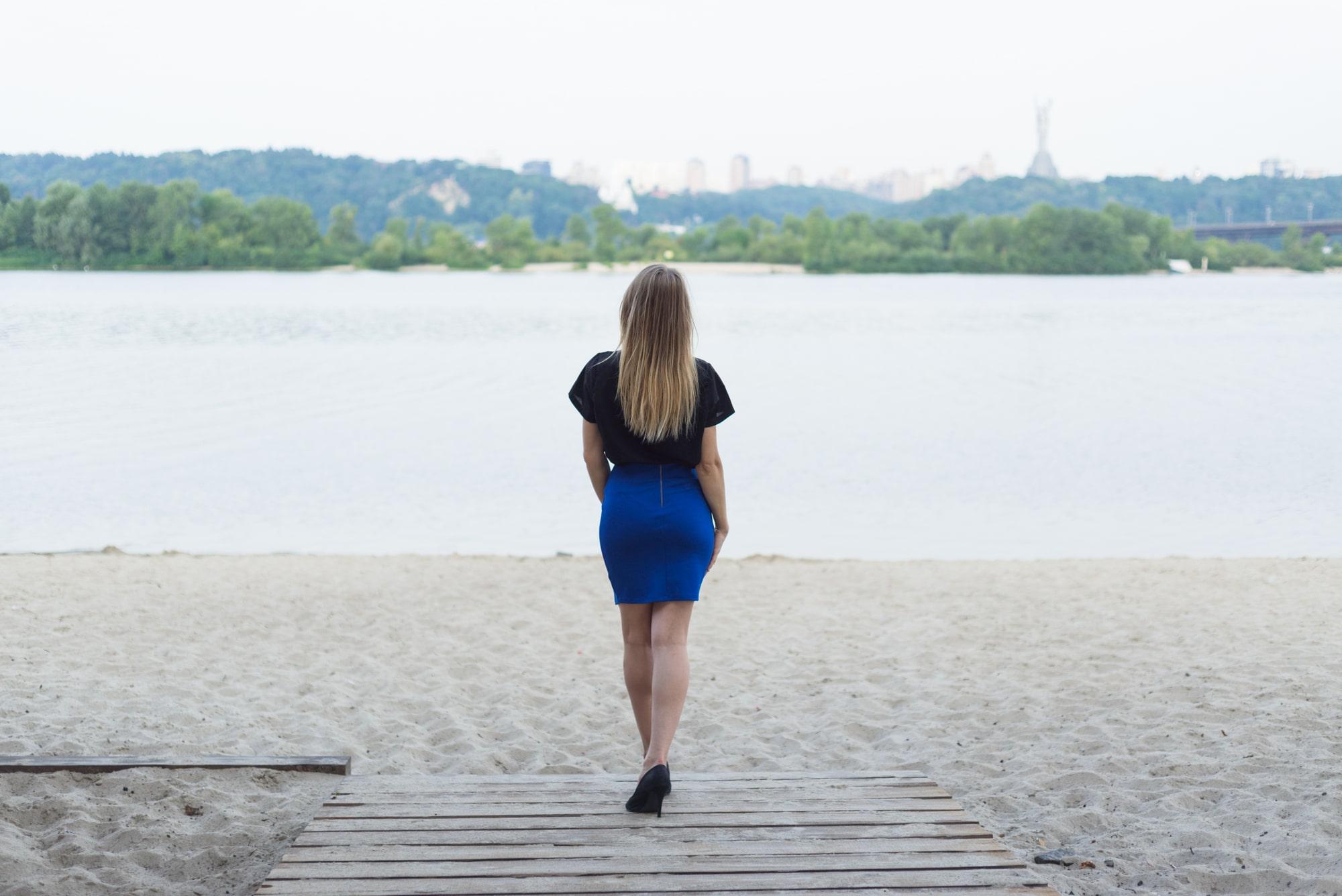 Фотосессия Love Story в Киеве - фото для девушки на пляже в платье