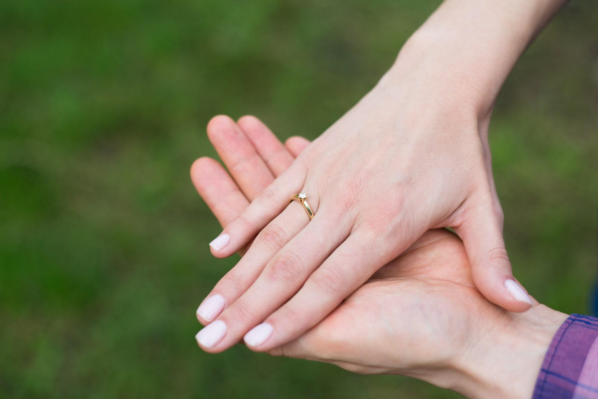 Фотосессия Love Story в Киеве - фото руки с кольцом