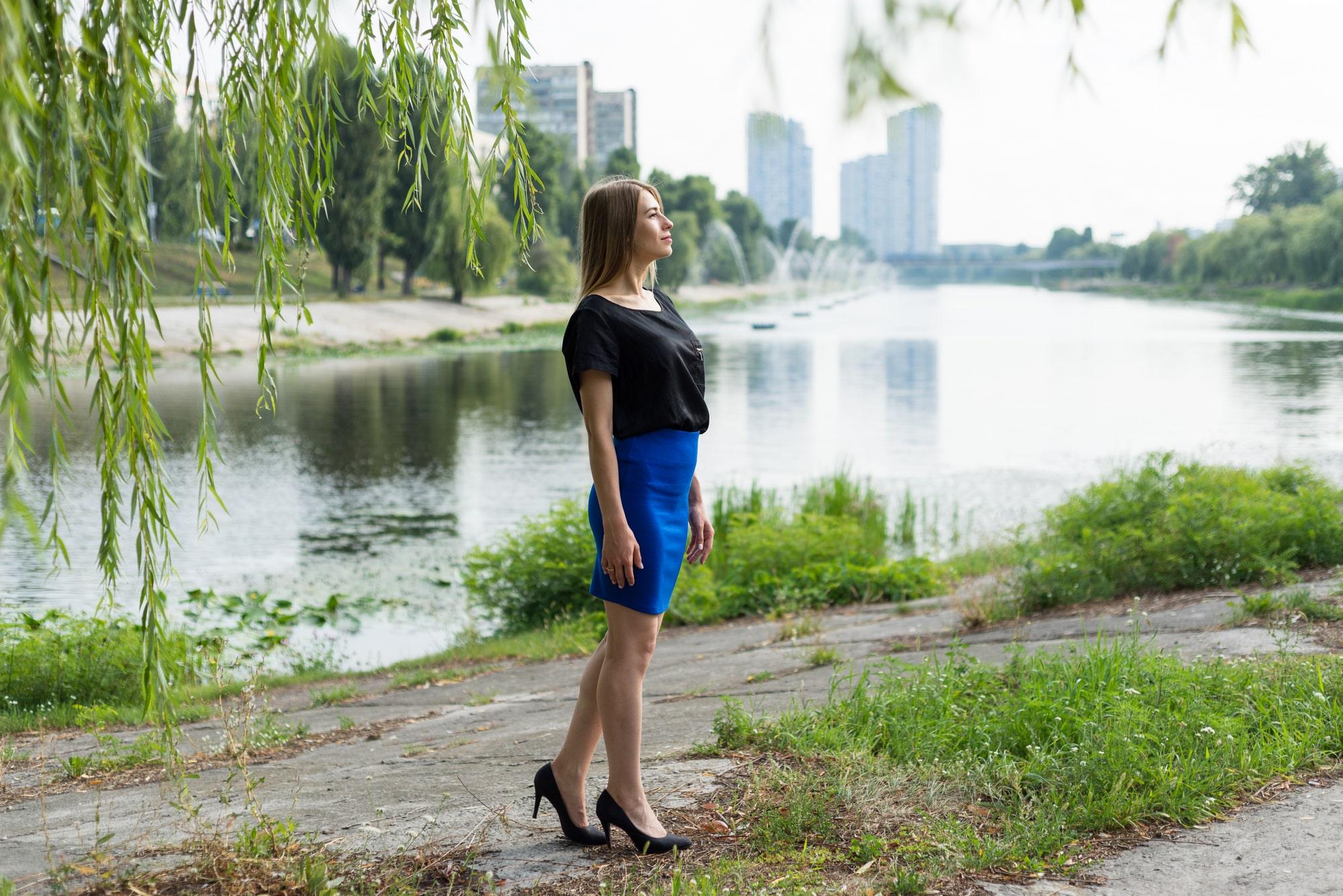 Фотосессия Love Story в Киеве - фото девушки на Русановке