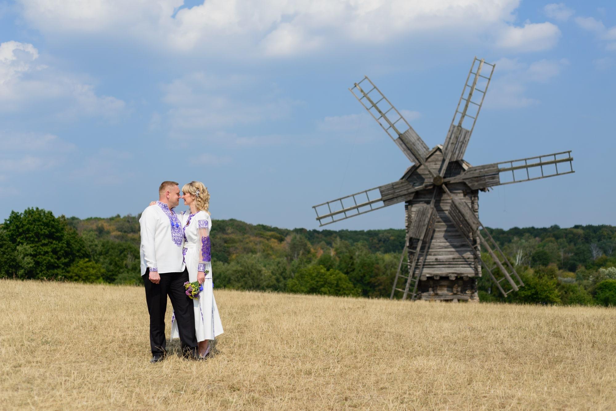 Свадебная фотосессия в Пирогово - возле мельниц