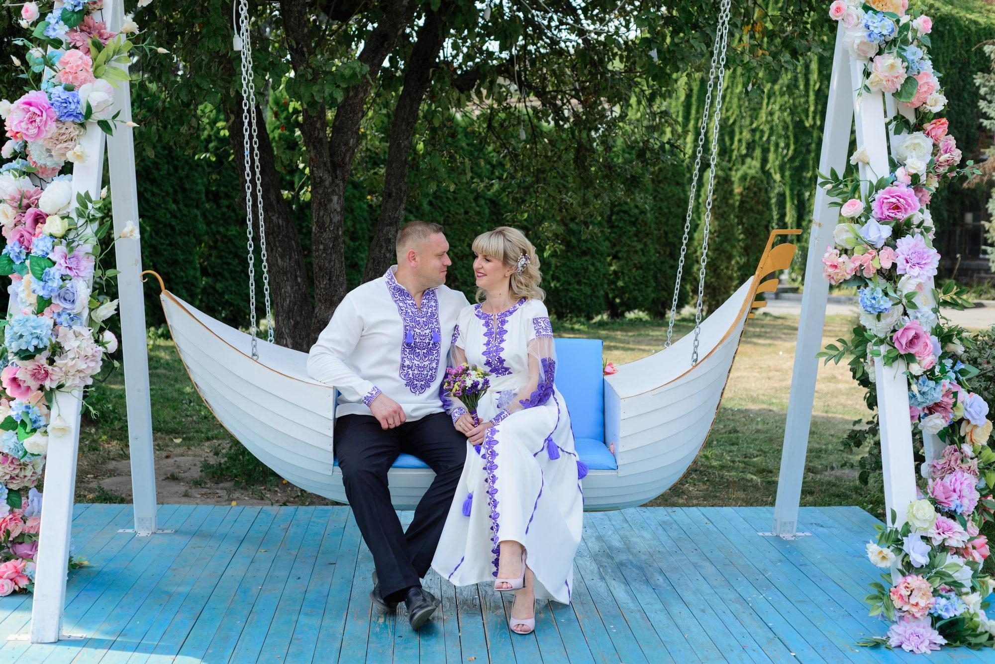 Свадебная фотосессия на Вднх - в лодке