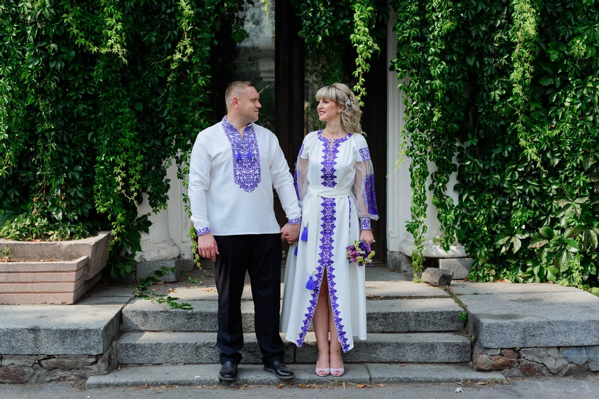 Свадебная фотосессия на Вднх - счастливые молодожены