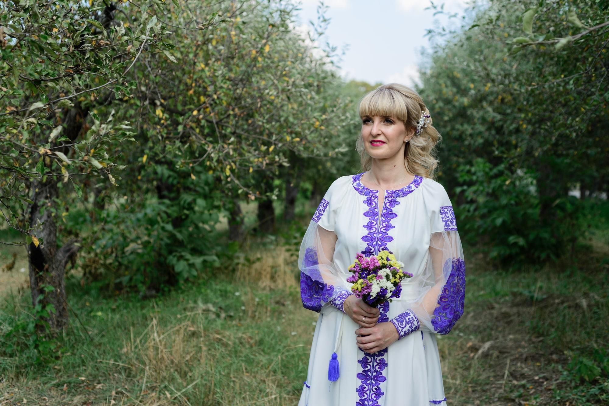 Свадебная фотосессия в яблочном саду
