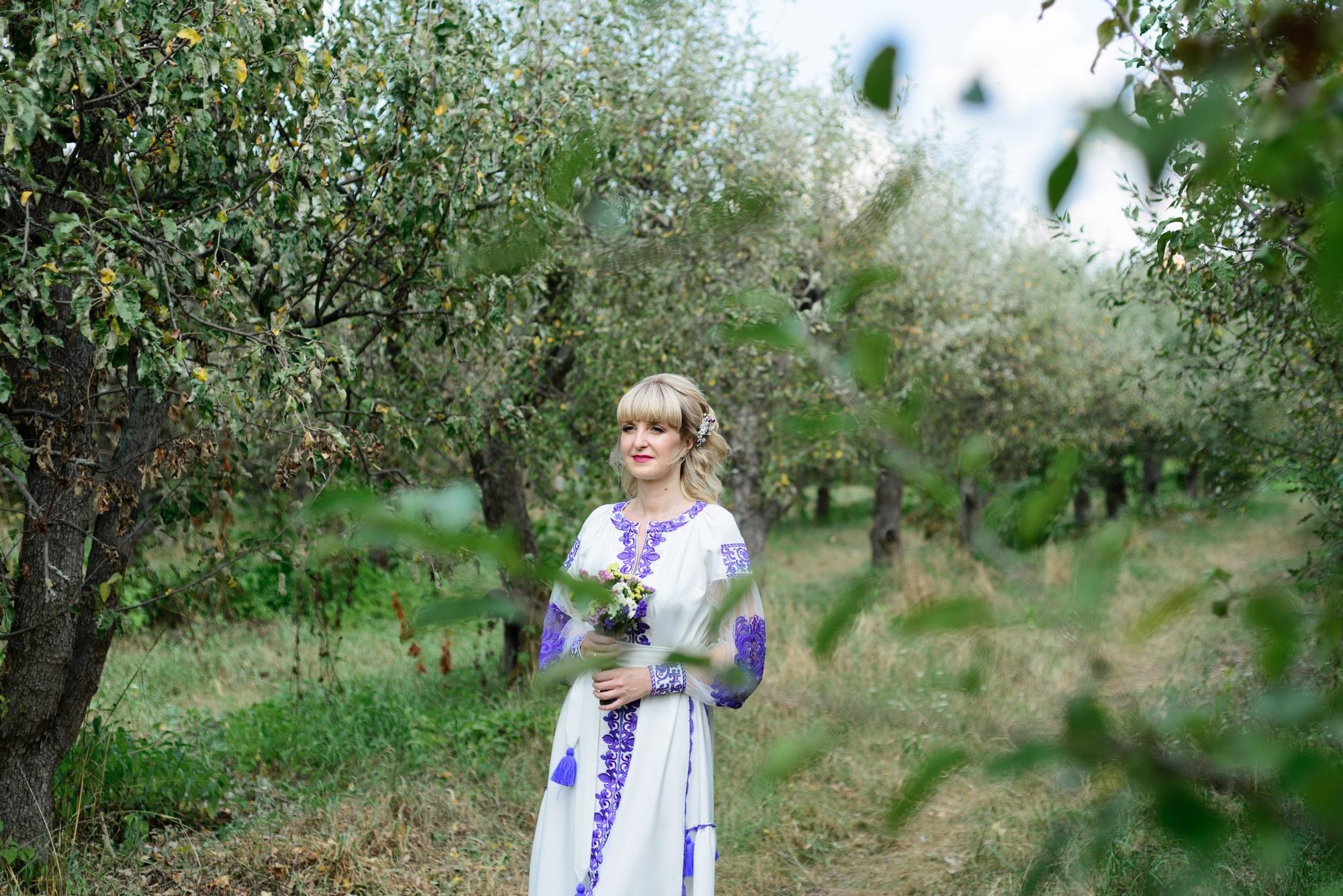 Свадебная фотосессия на Вднх - возле яблонь