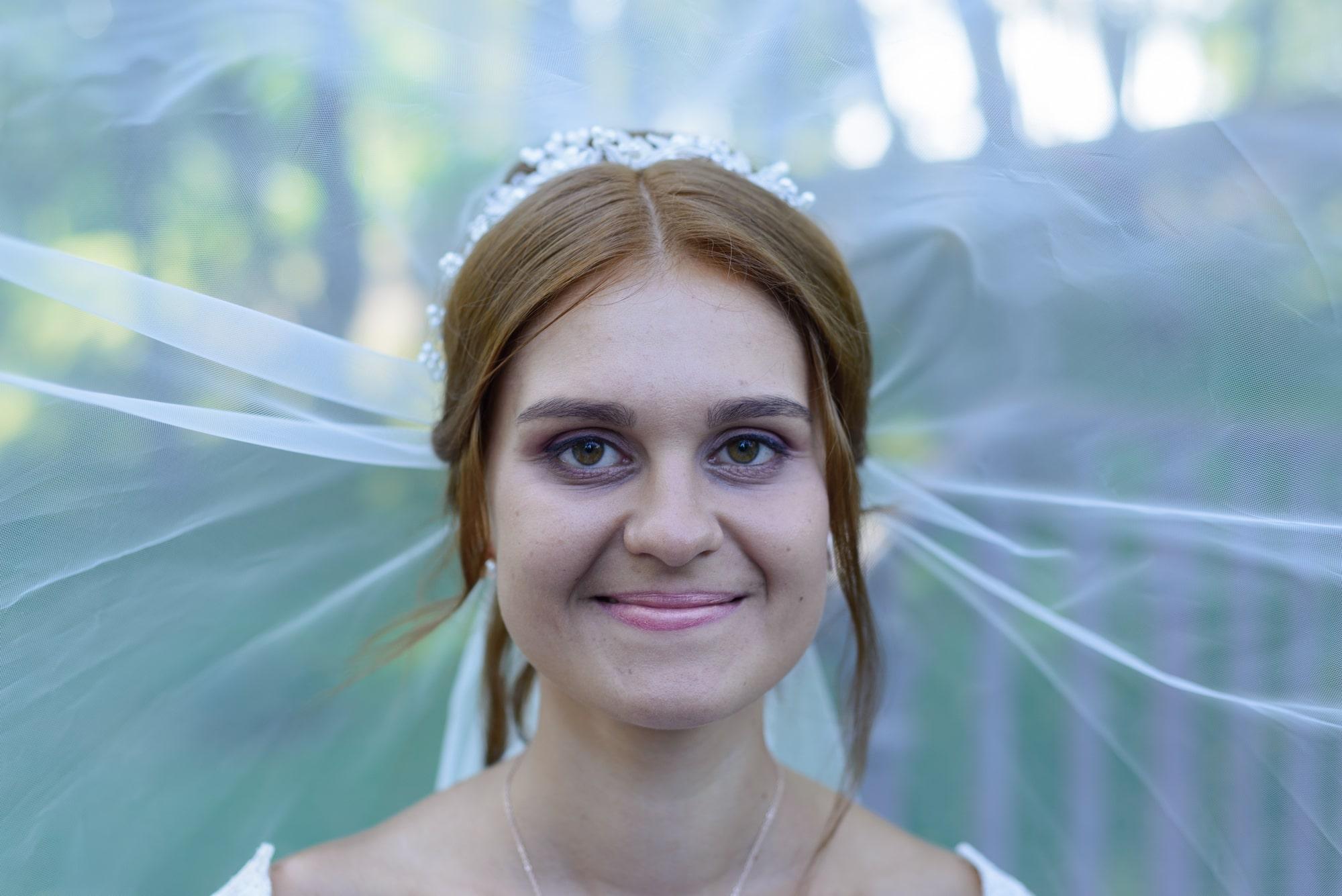 Свадебная фотосъемка в Межигорье - невеста под фатой