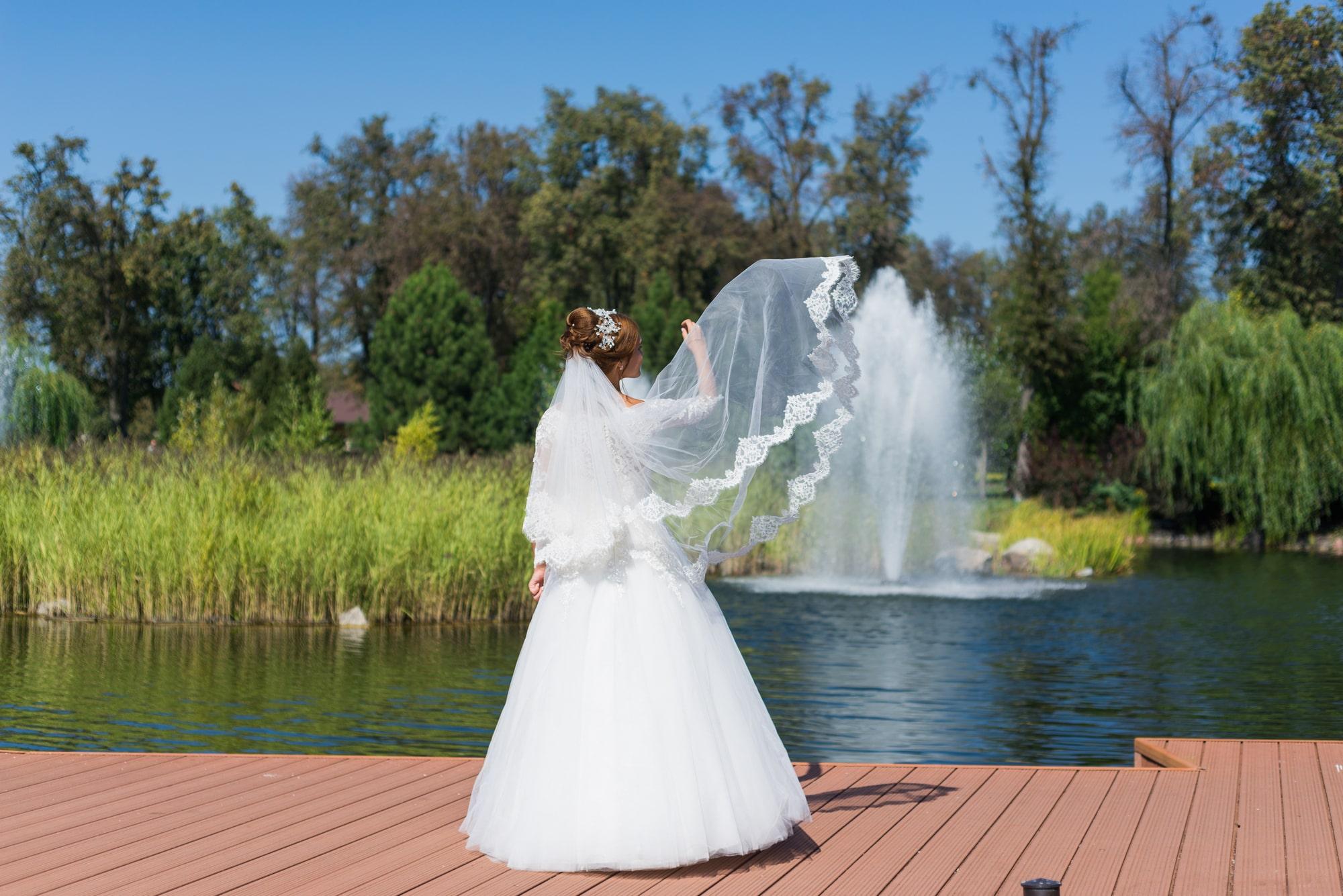 Свадебная фотосъемка в Межигорье - развевающаяся фата