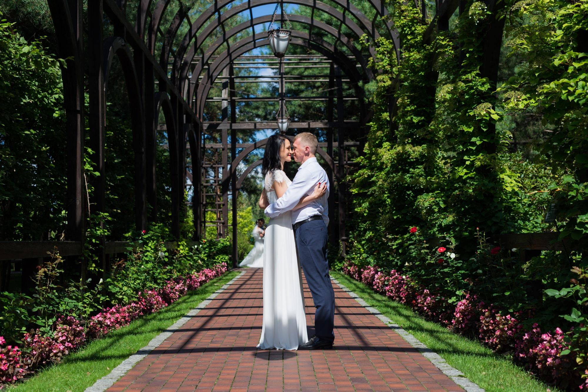 Свадебная фотосъемка в августе - двое в Межигорье