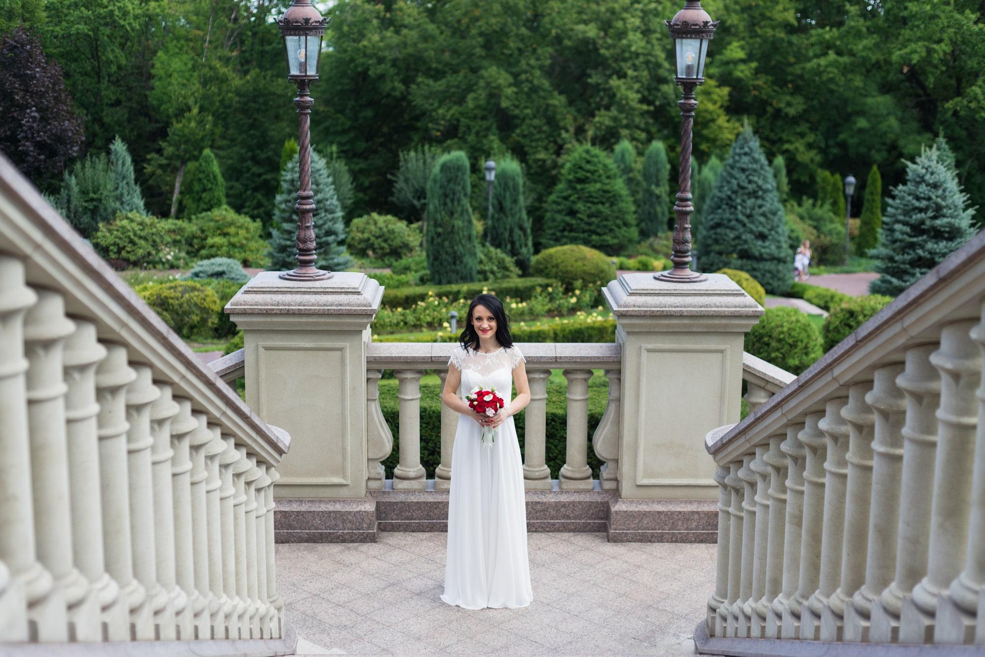 Свадебная фотосъемка в августе - невеста в Межигорье