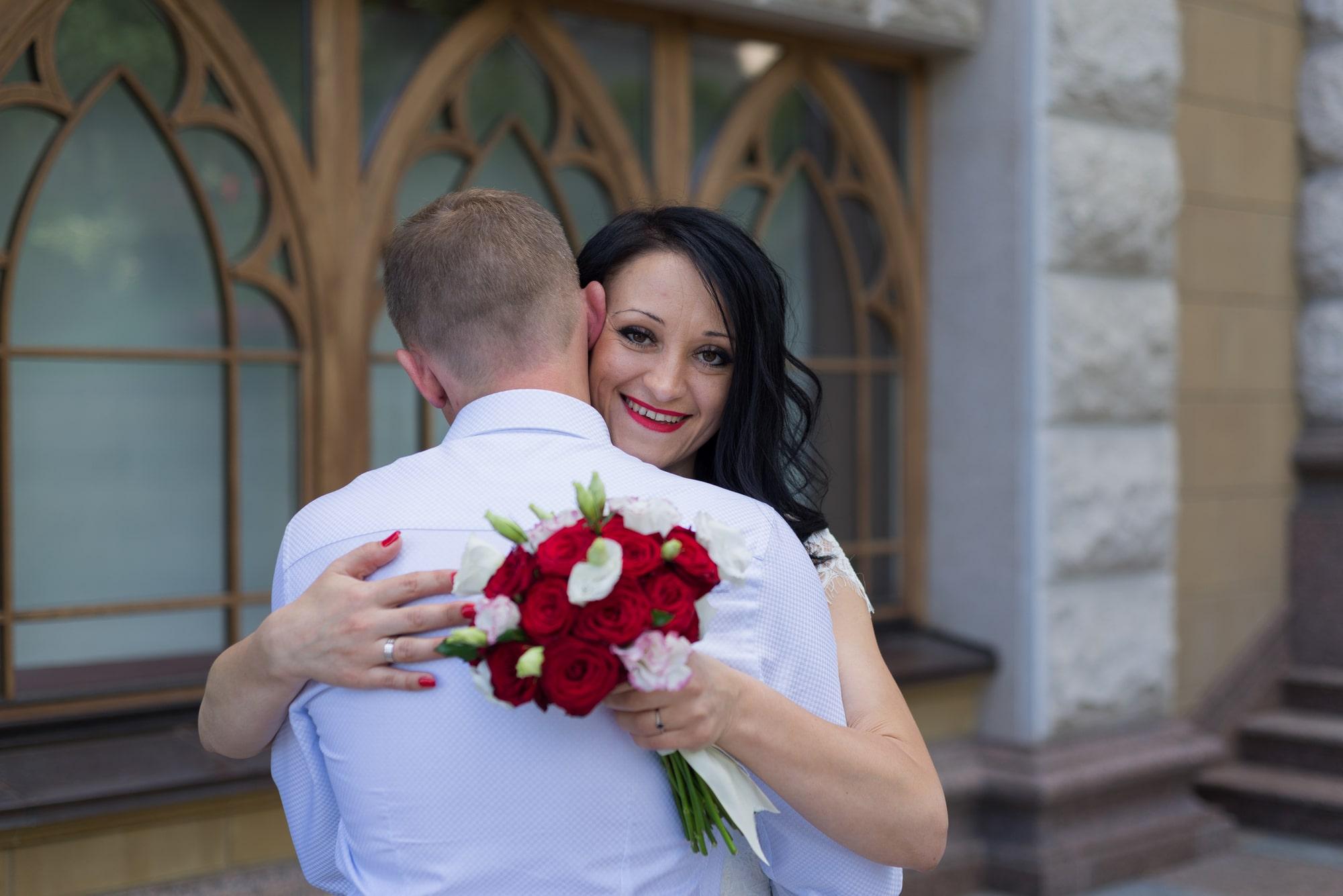 Свадебная фотосъемка в августе - в объятиях
