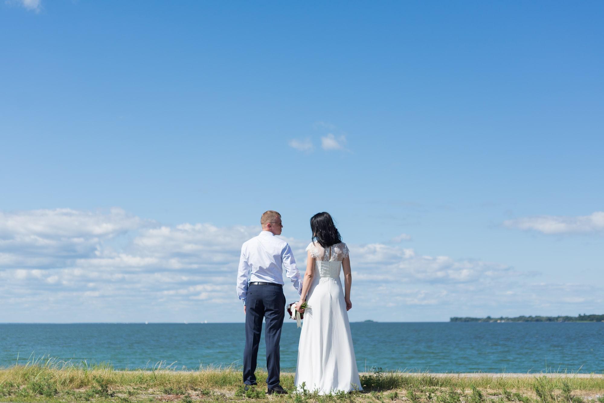Свадебная фотосъемка в августе - возле моря