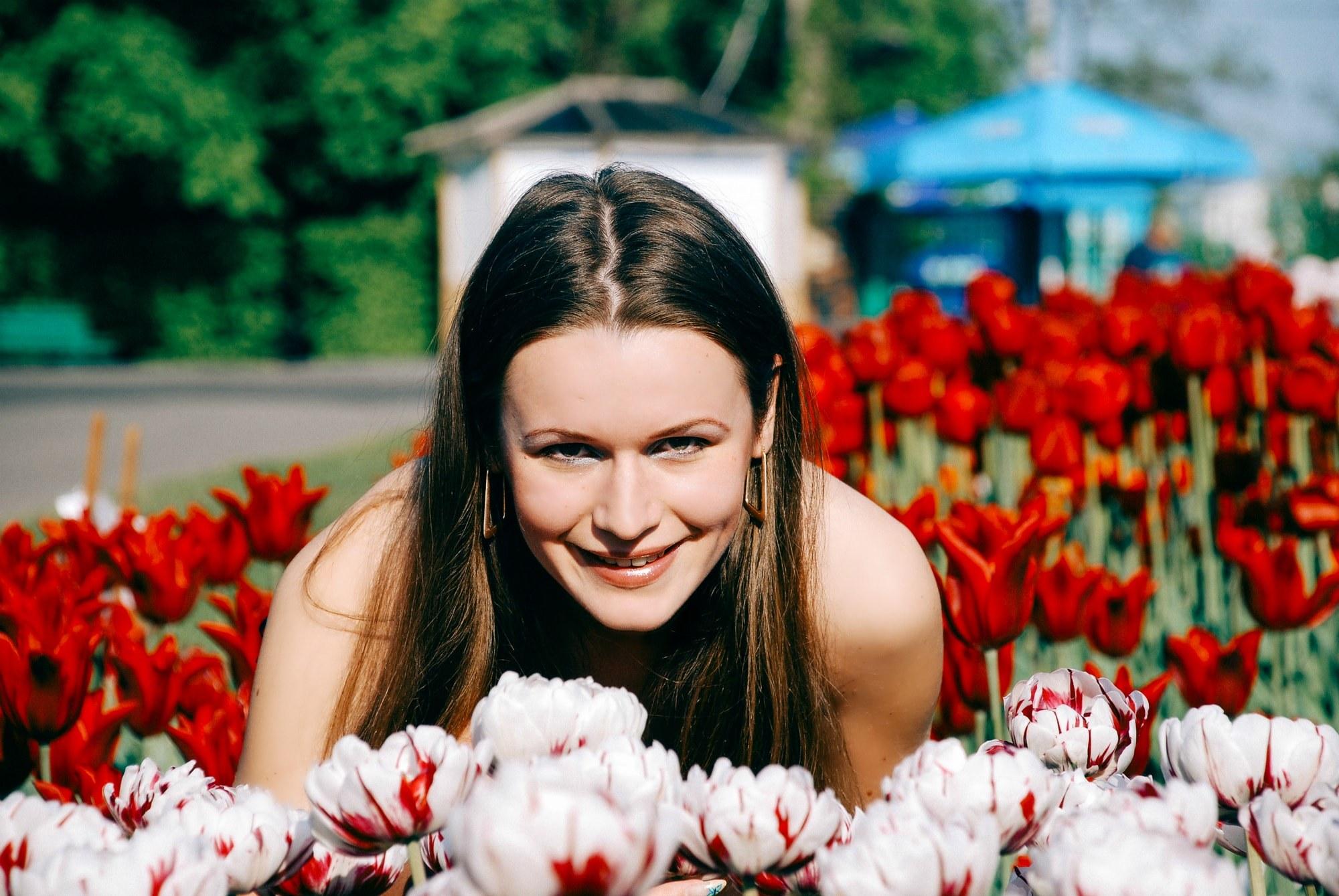 Девушка в тюльпанах - Фотограф Киев - Женя Лайт