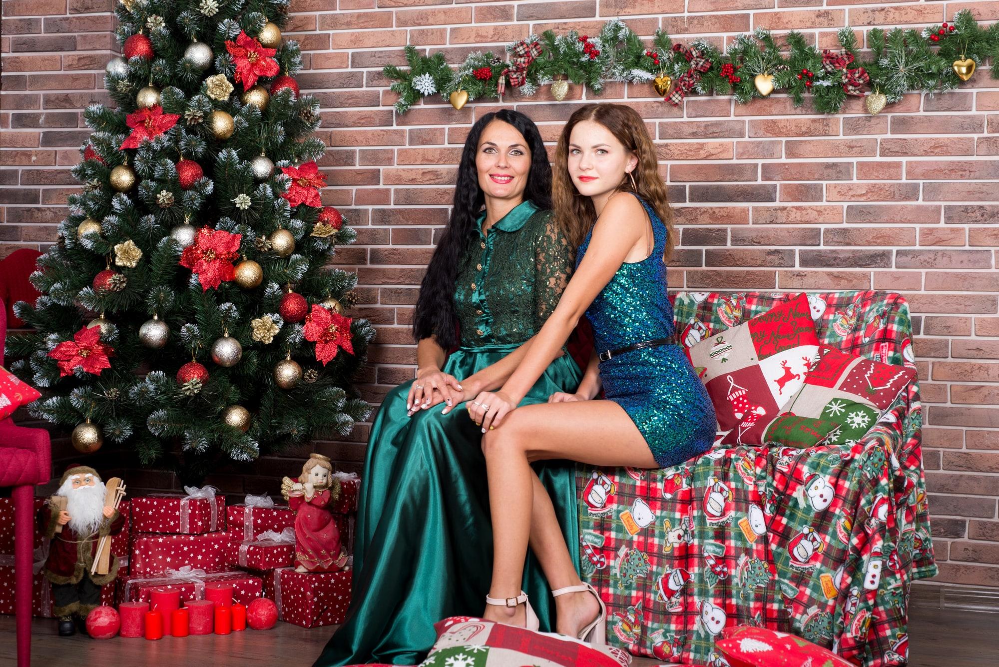 Фотосессия мамы с дочками в студии Amore