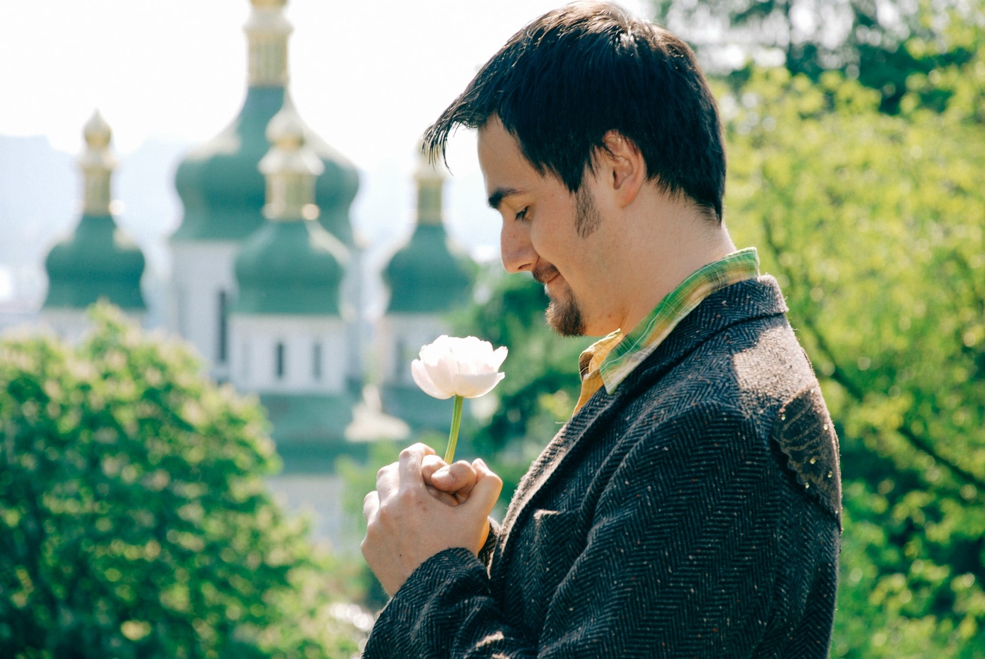 Мужчина и цветок - Фотограф Киев - Женя Лайт