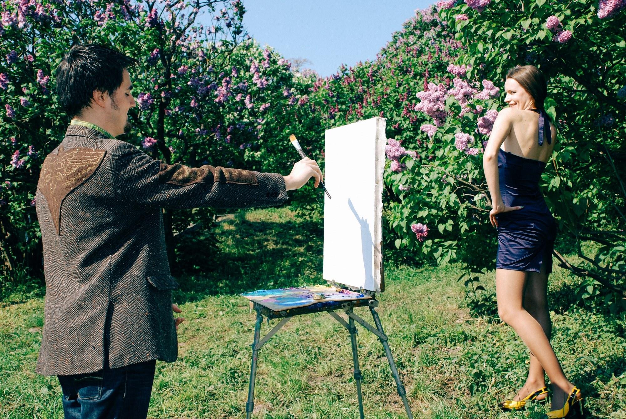 Парень рисует портрет любимой девушки - Фотограф Киев - Женя Лайт
