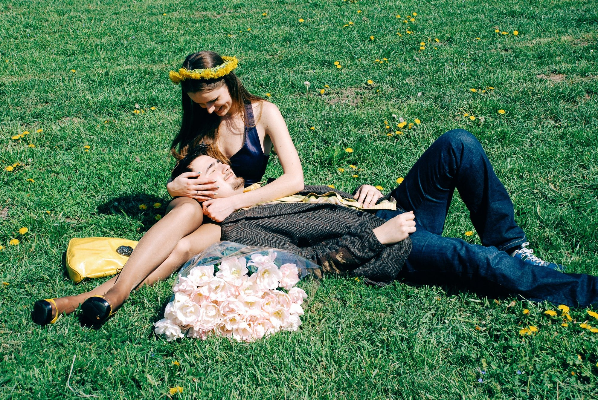 Влюбленные в парке на траве - Фотограф Киев - Женя Лайт