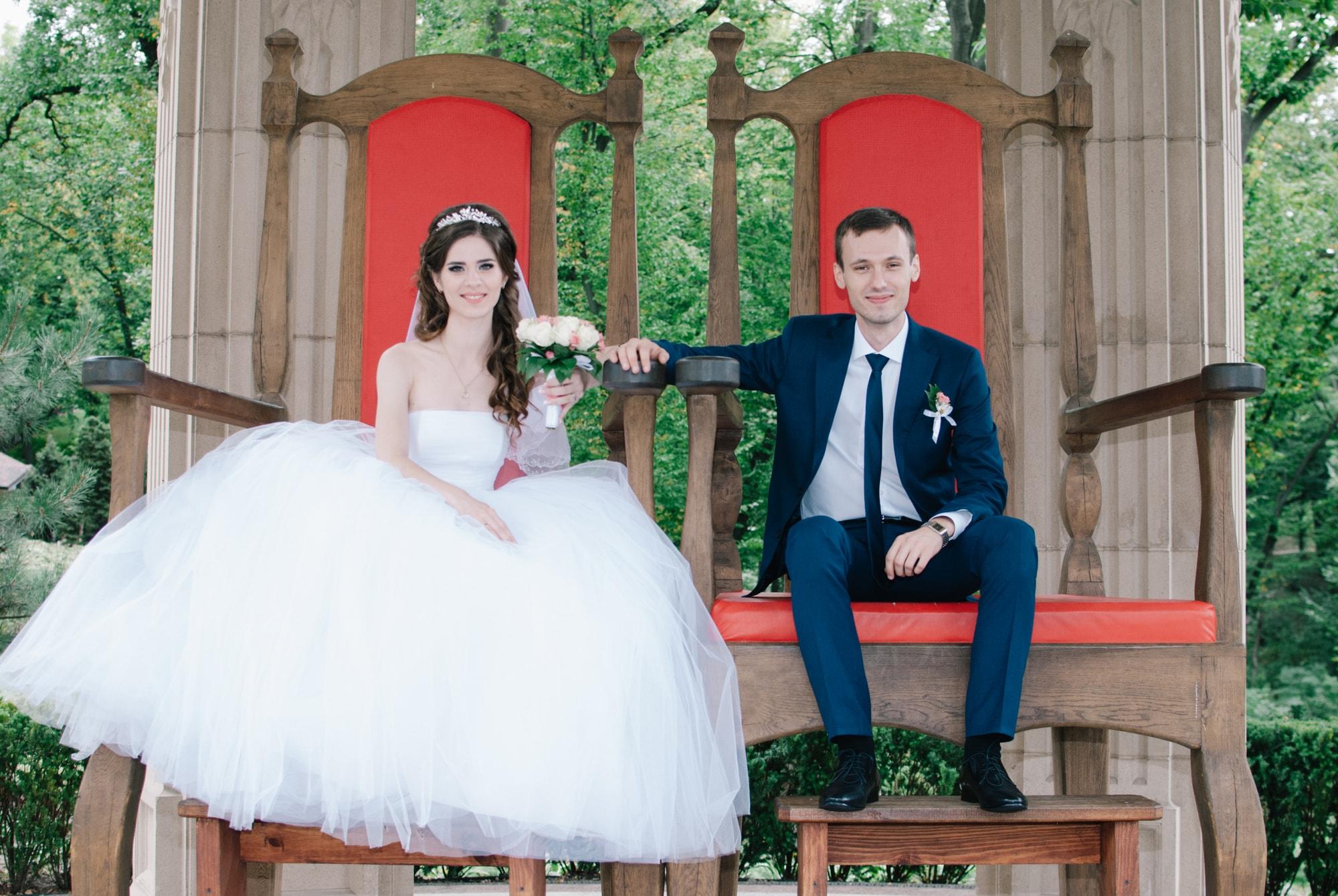 Молодожены на королевском троне - Фотограф Киев - Женя Лайт