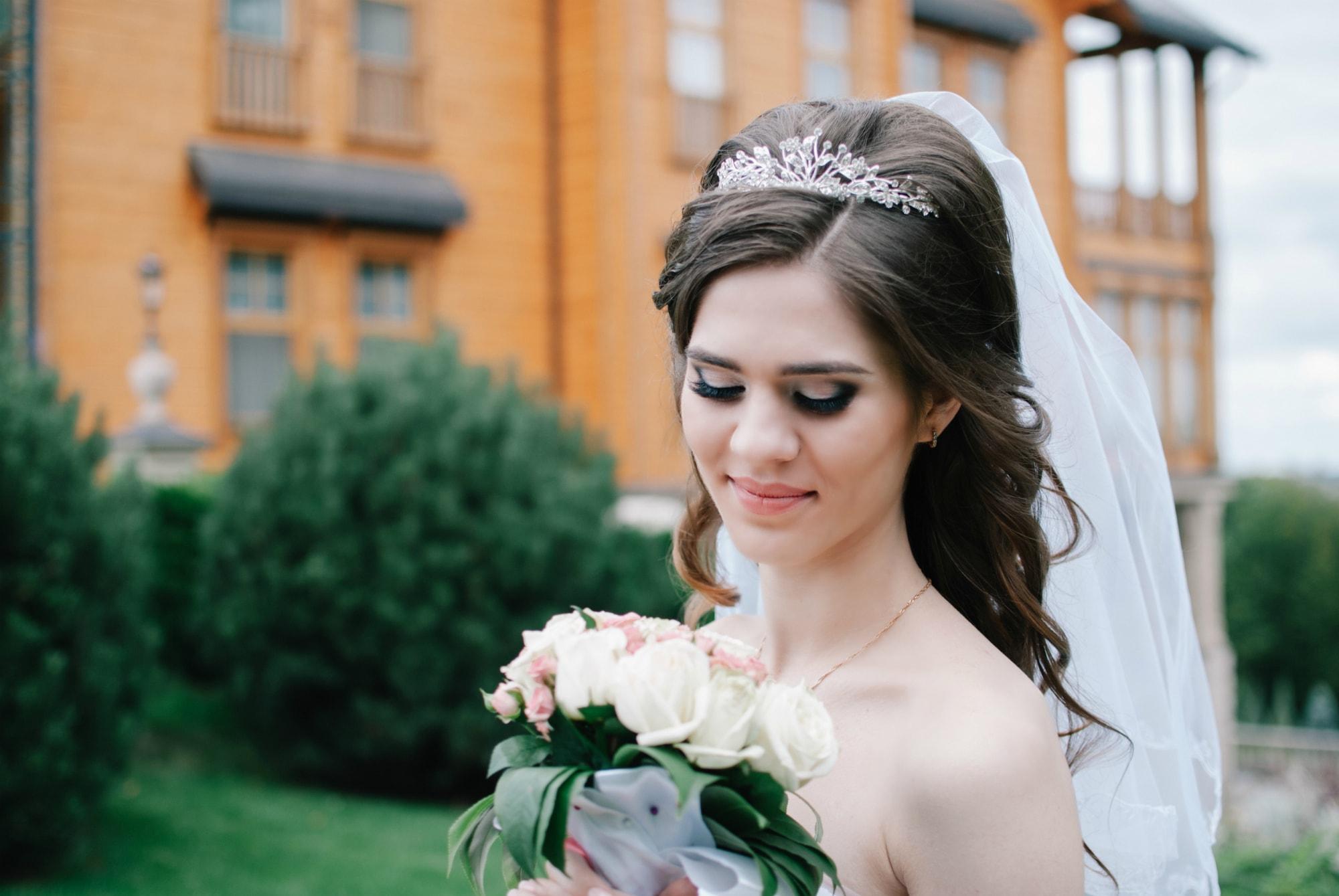 Невеста с букетом в Межигорье - Фотограф Киев - Женя Лайт