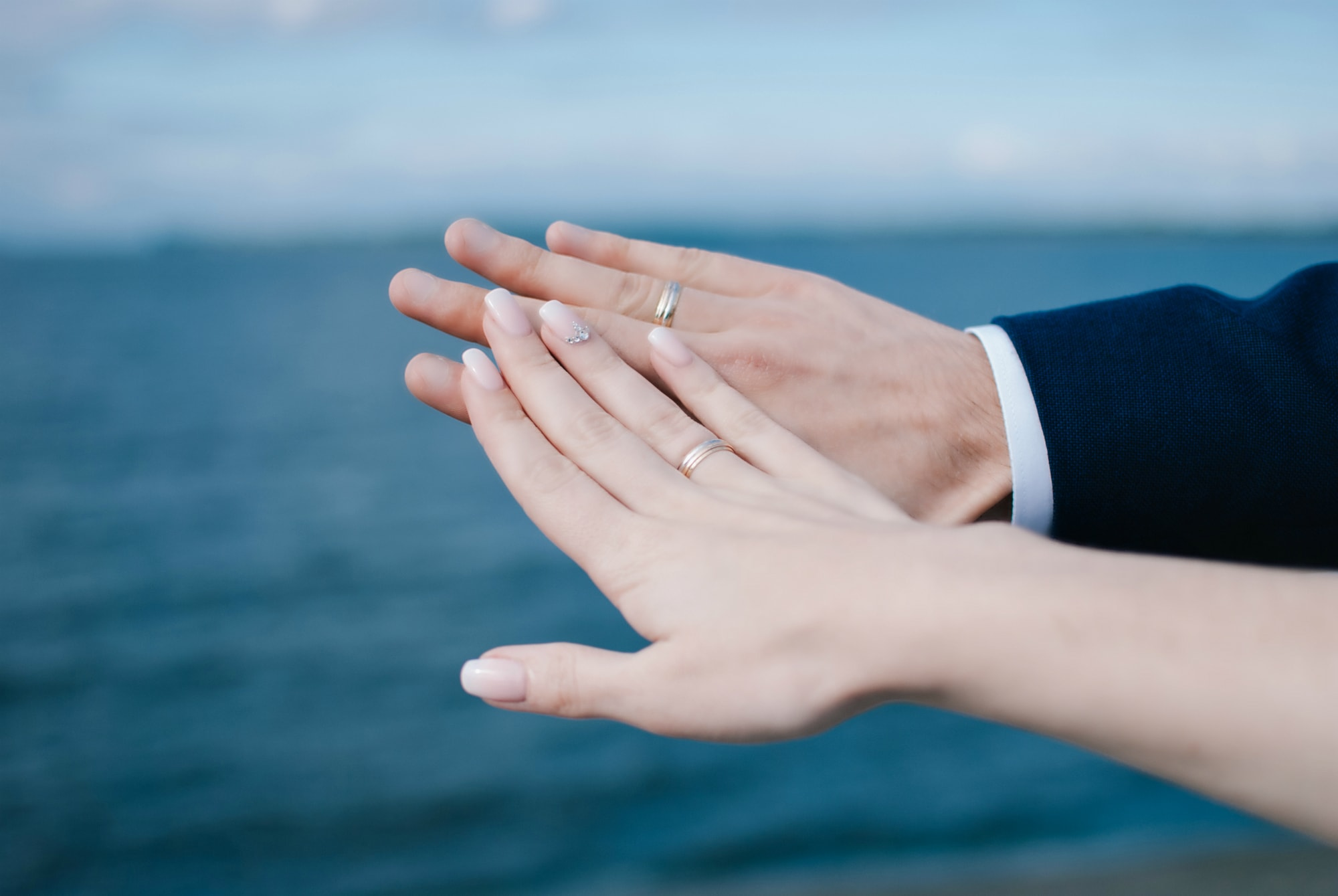 Руки жениха и невесты с кольцами - Фотограф Киев - Женя Лайт