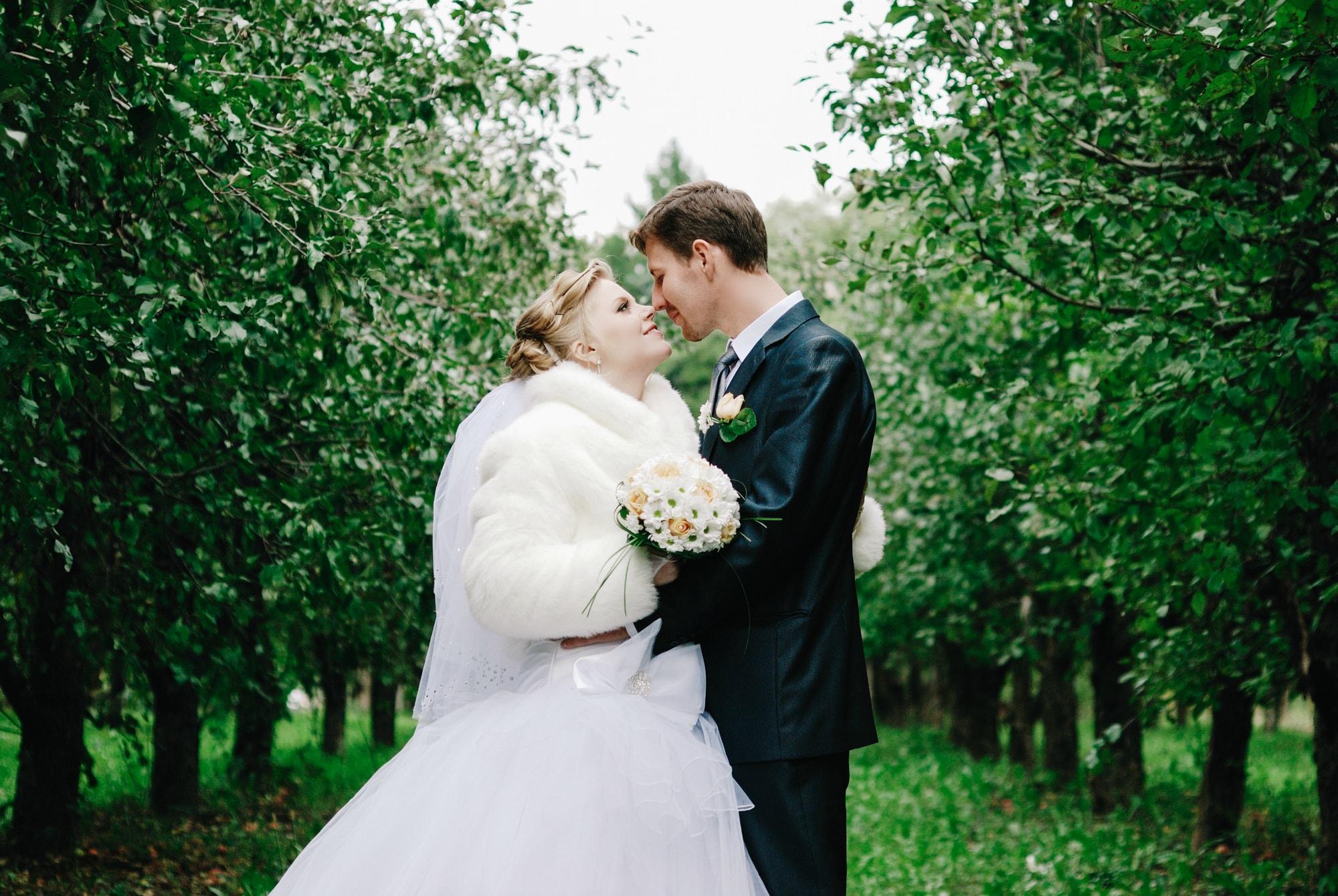 Светлая обработка свадебных фотографий учту
