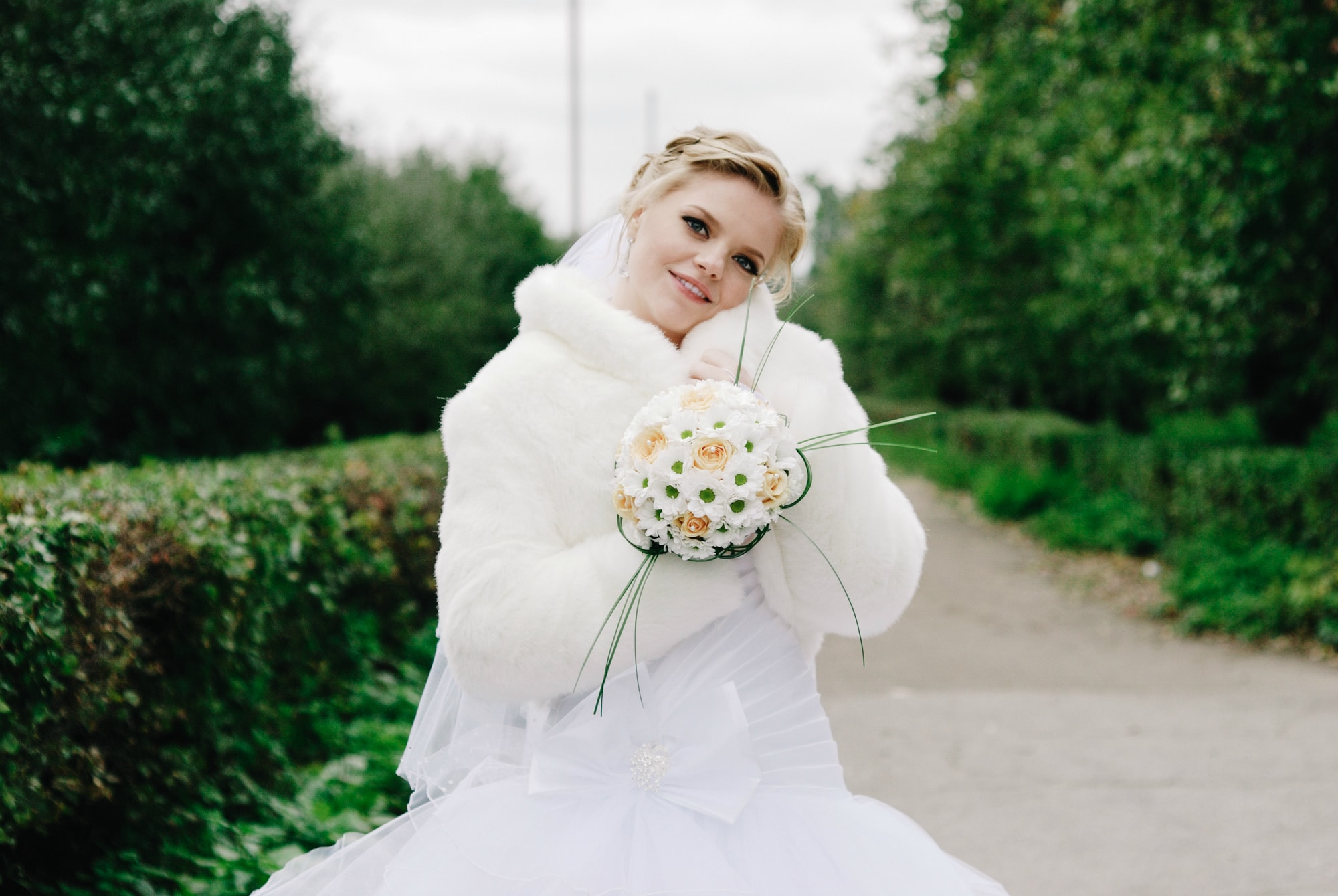 Солнечная невеста с букетом - Фотограф Киев - Женя Лайт