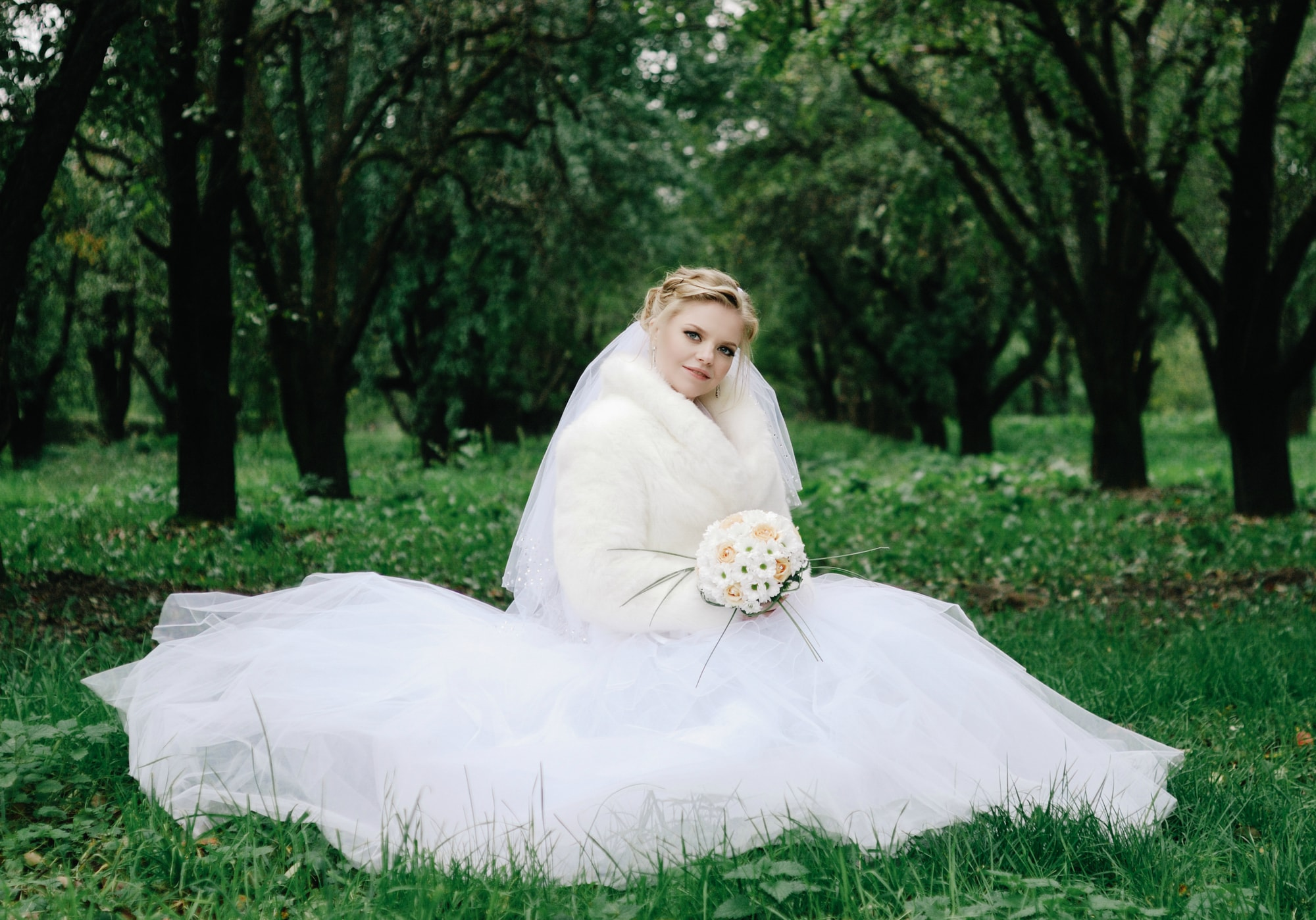Сказочная невеста в саду - Фотограф Киев - Женя Лайт