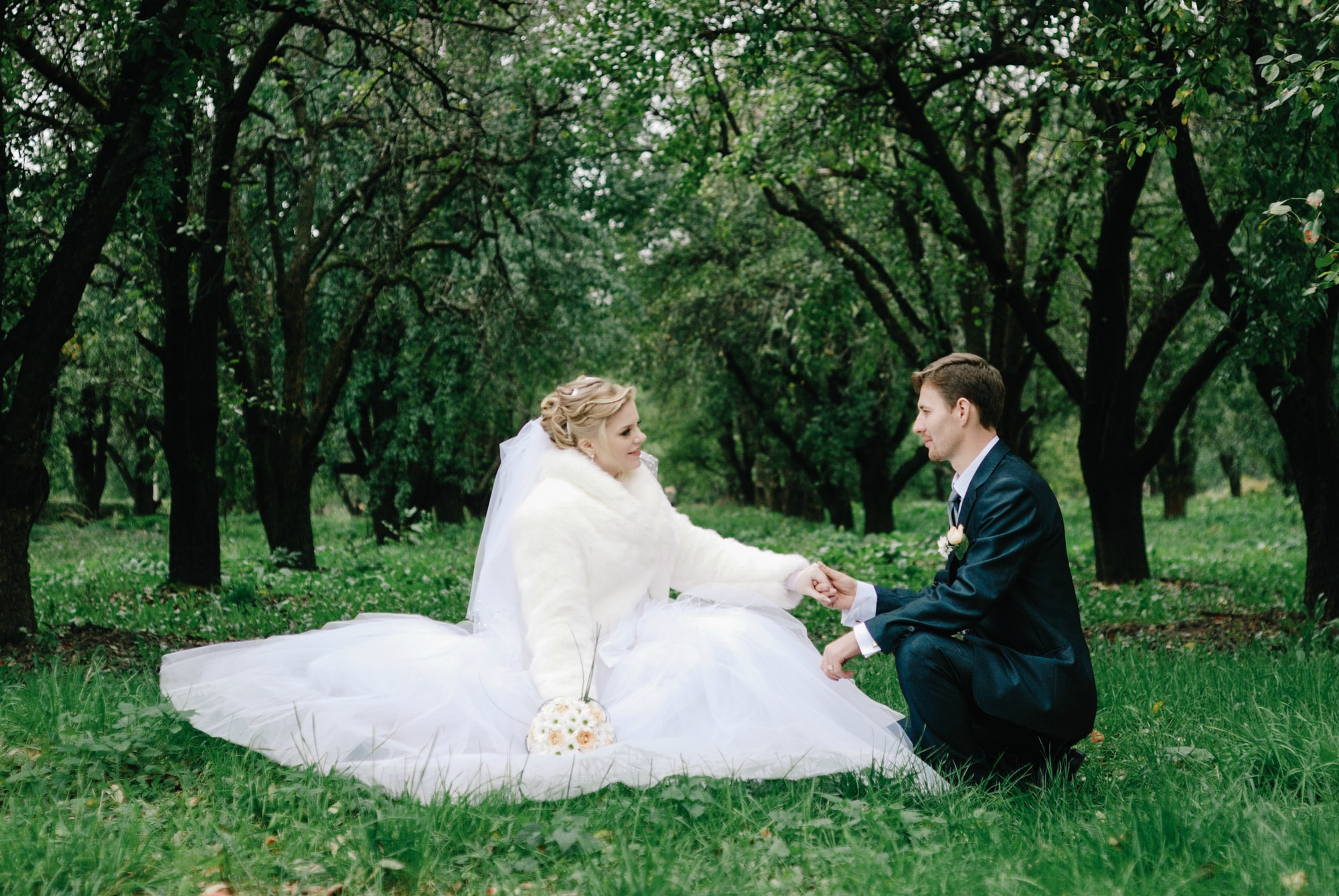 Признания в любви в яблочном саду - Фотограф Киев - Женя Лайт