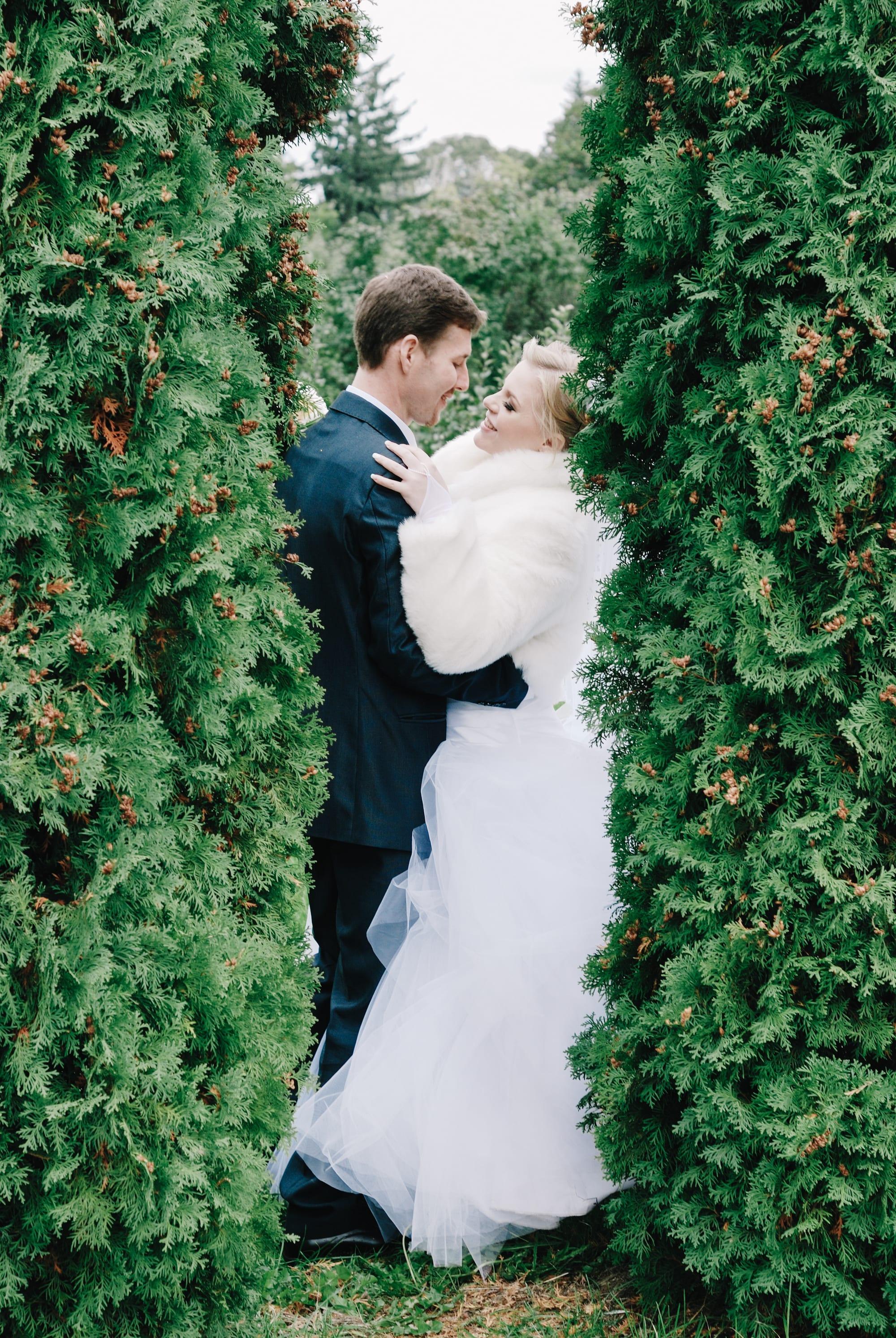 Невеста спряталась с женихом - Фотограф Киев - Женя Лайт