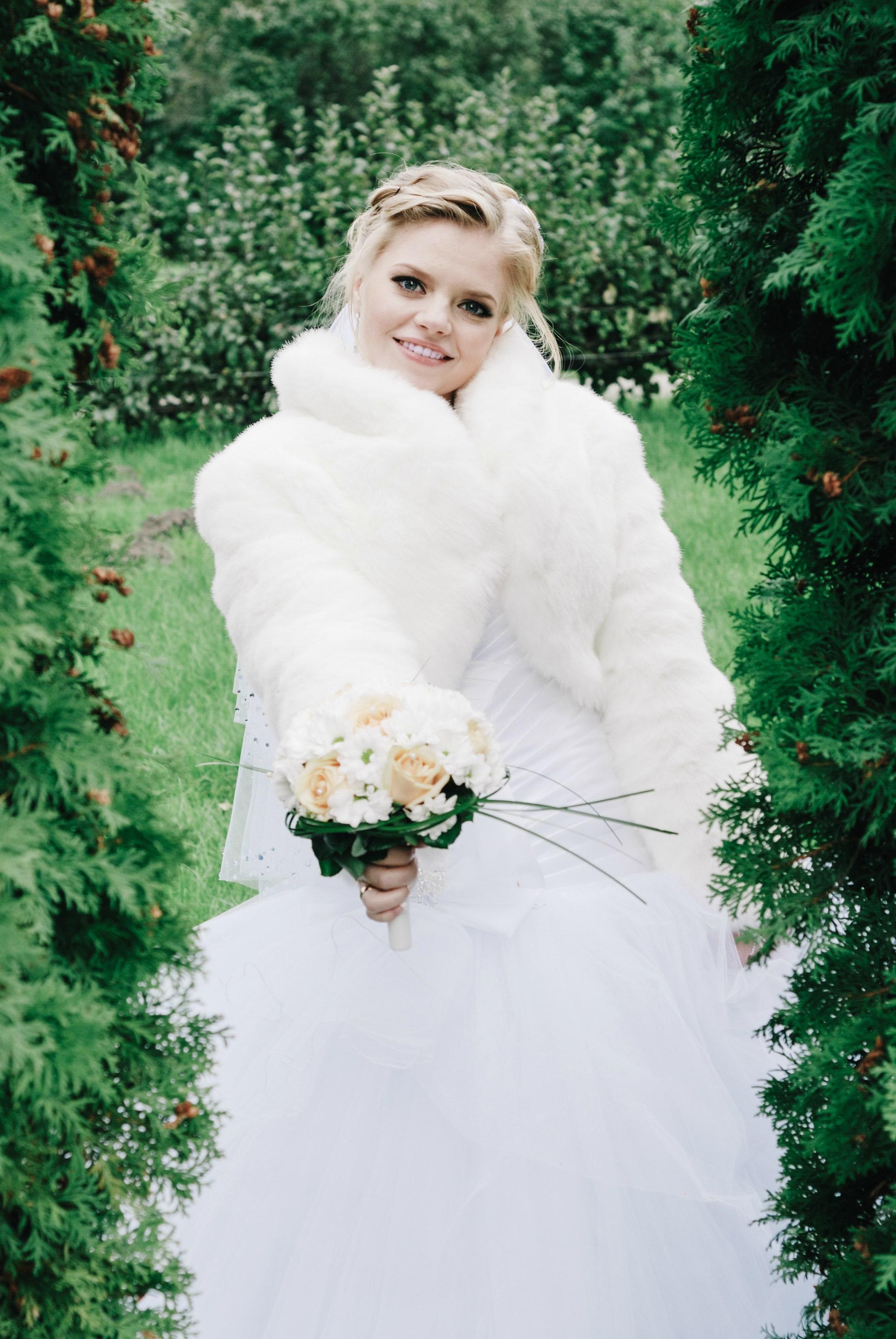 Радостная невеста с букетом - Фотограф Киев - Женя Лайт