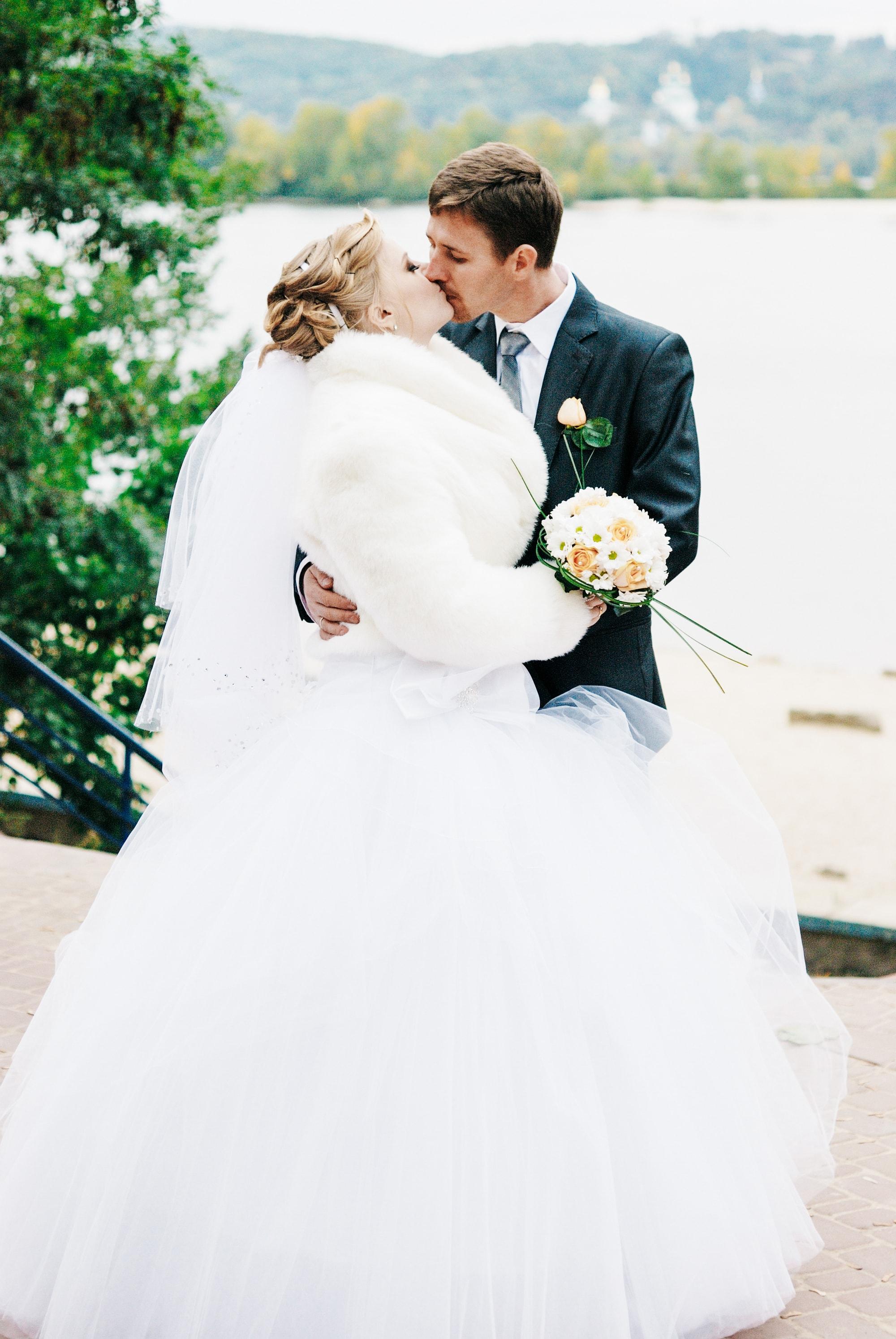 Фото поцелуя молодоженов - Фотограф Киев - Женя Лайт