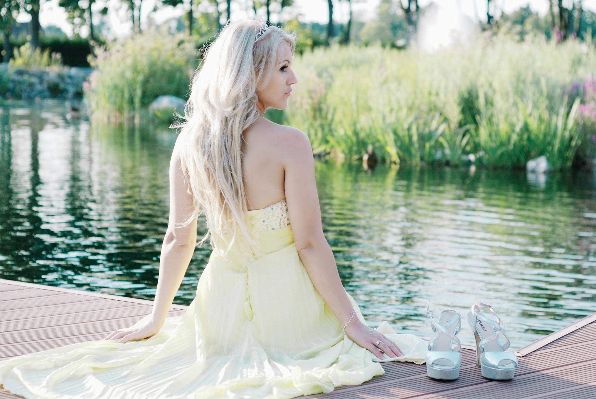 Девушка возле пруда - Фотограф Киев - Женя Лайт