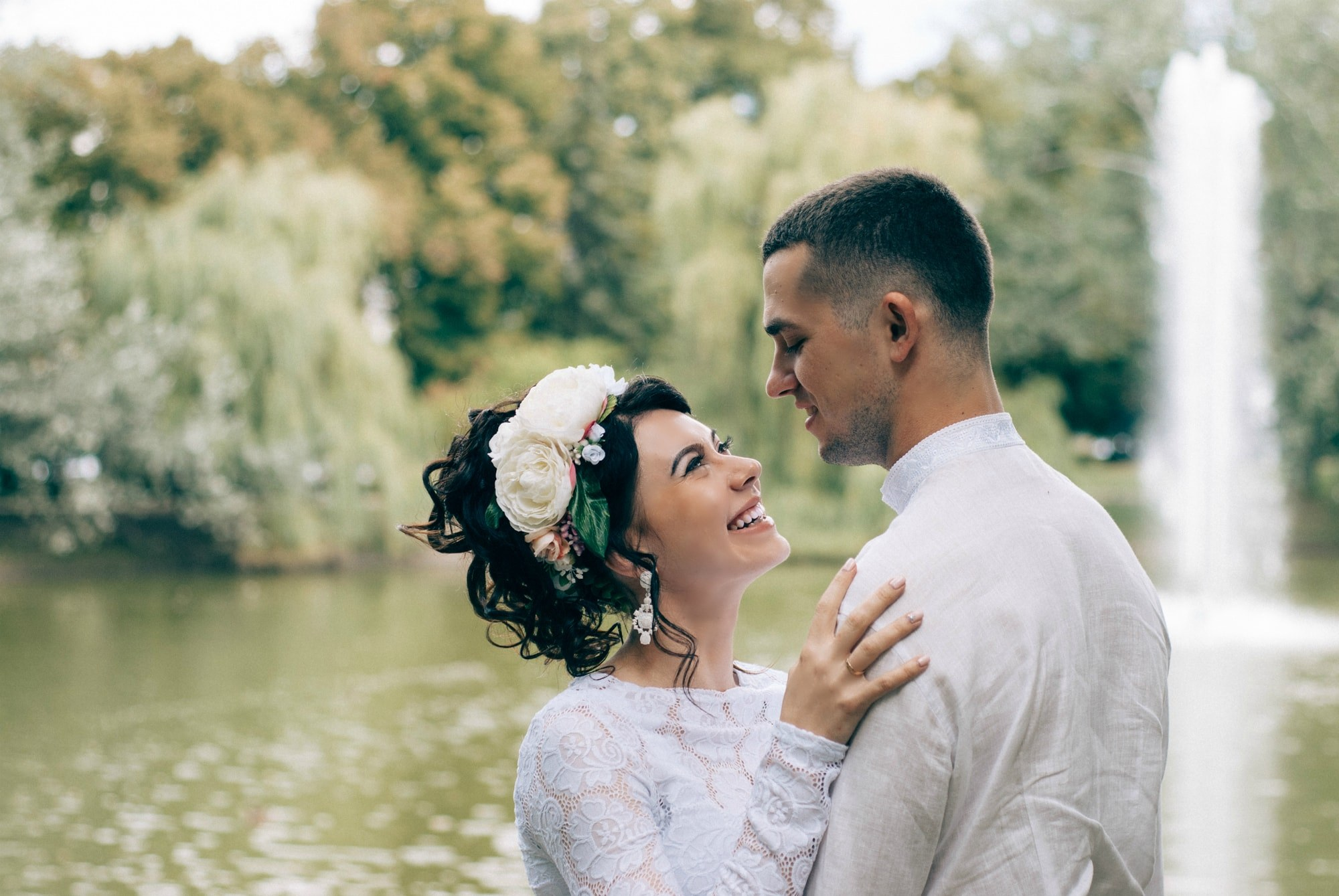 Невеста улыбается жениху - Фотограф Киев - Женя Лайт