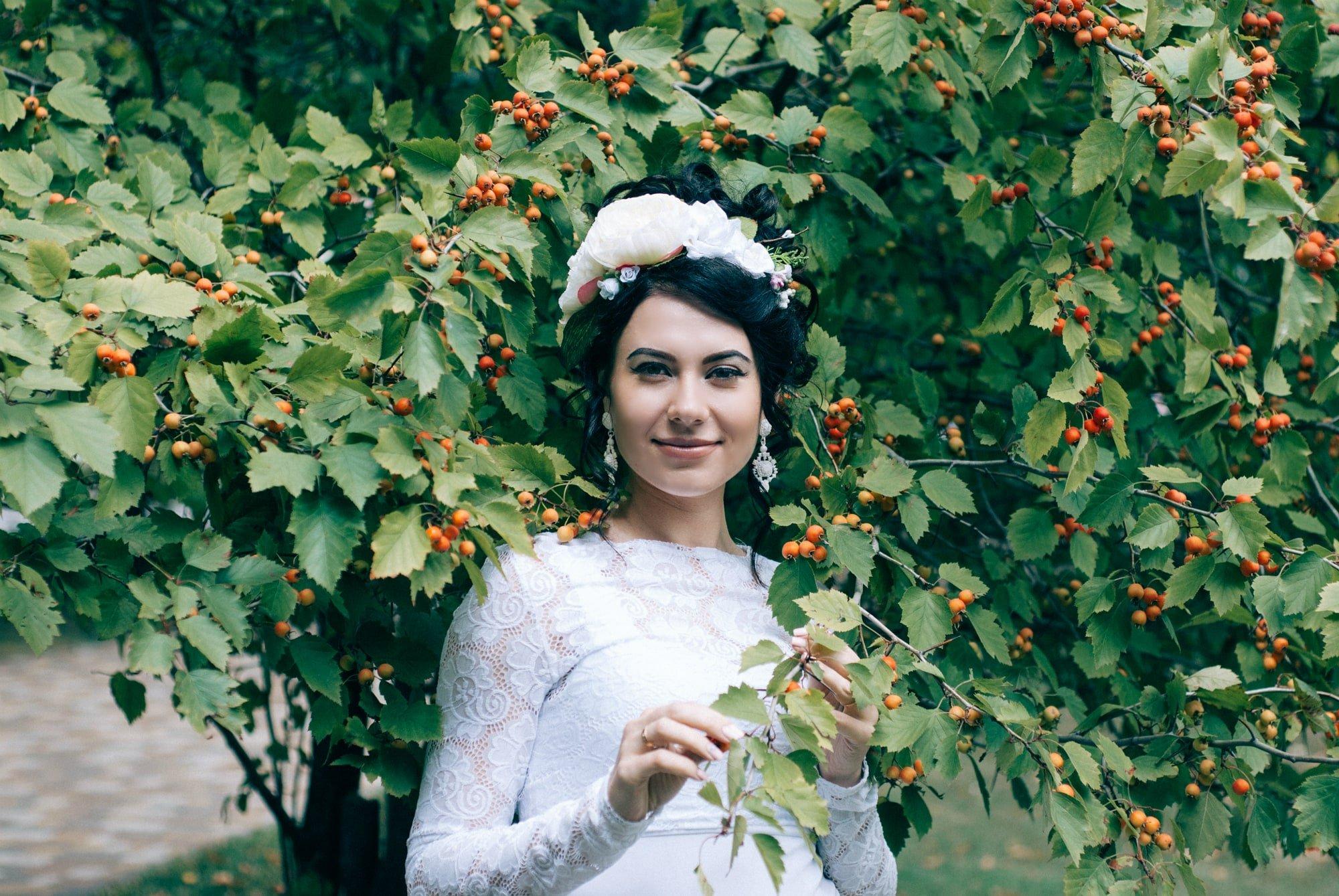 Невеста и ягоды - Фотограф Киев - Женя Лайт
