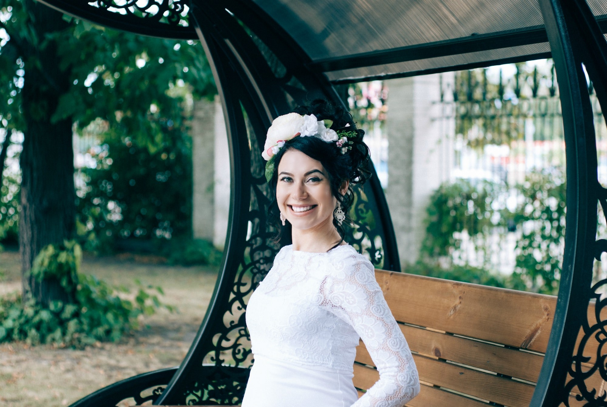 Невеста смеется парке - Фотограф Киев - Женя Лайт