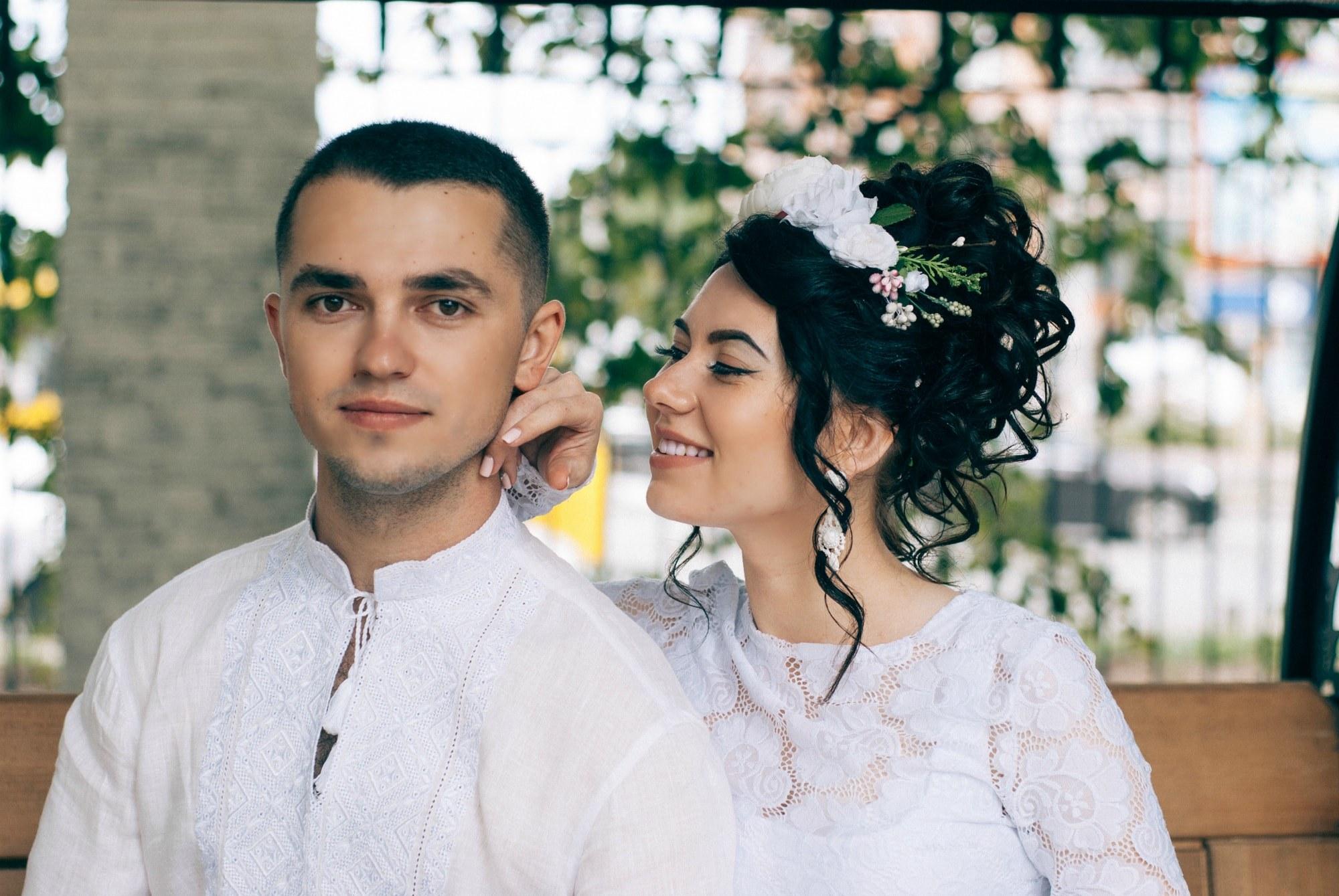 Невеста щекочет жениха - Фотограф Киев - Женя Лайт