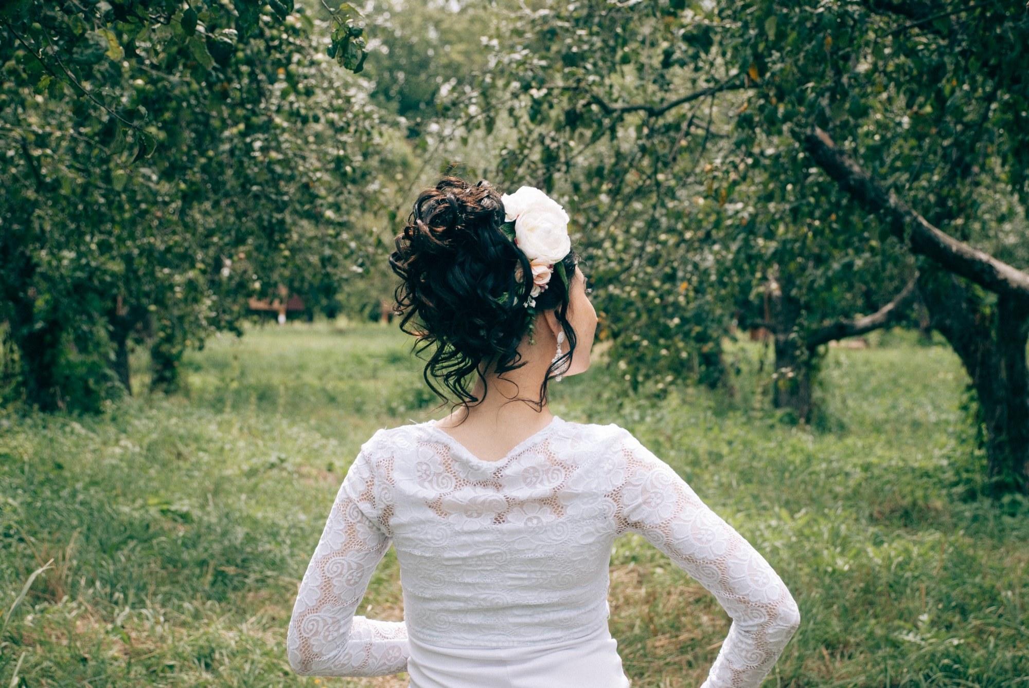 Невеста в яблочном саду - Фотограф Киев - Женя Лайт