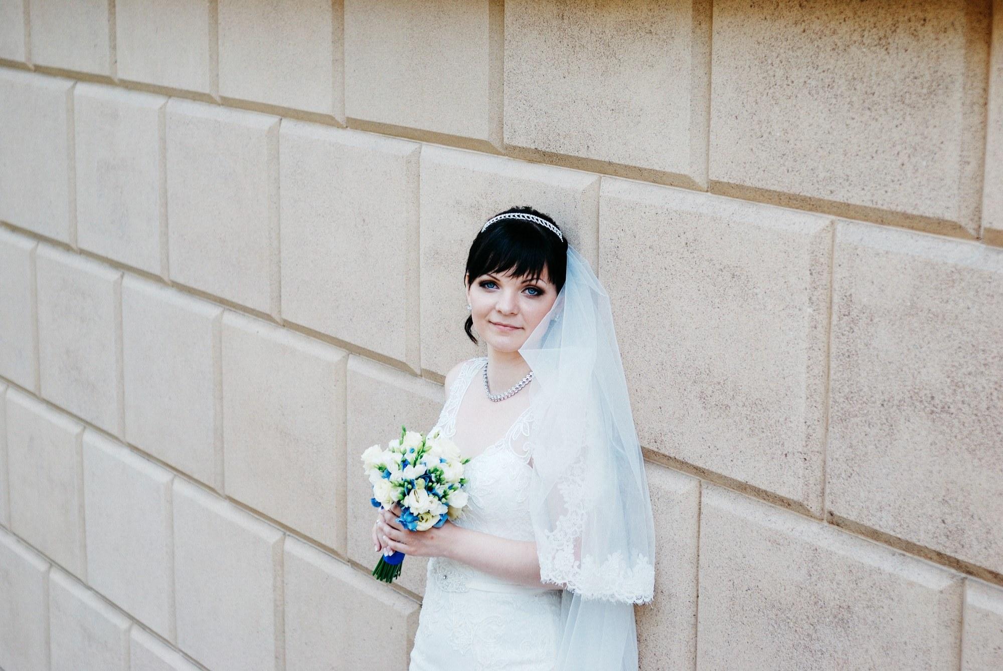 Невеста возле стены - Фотограф Киев - Женя Лайт